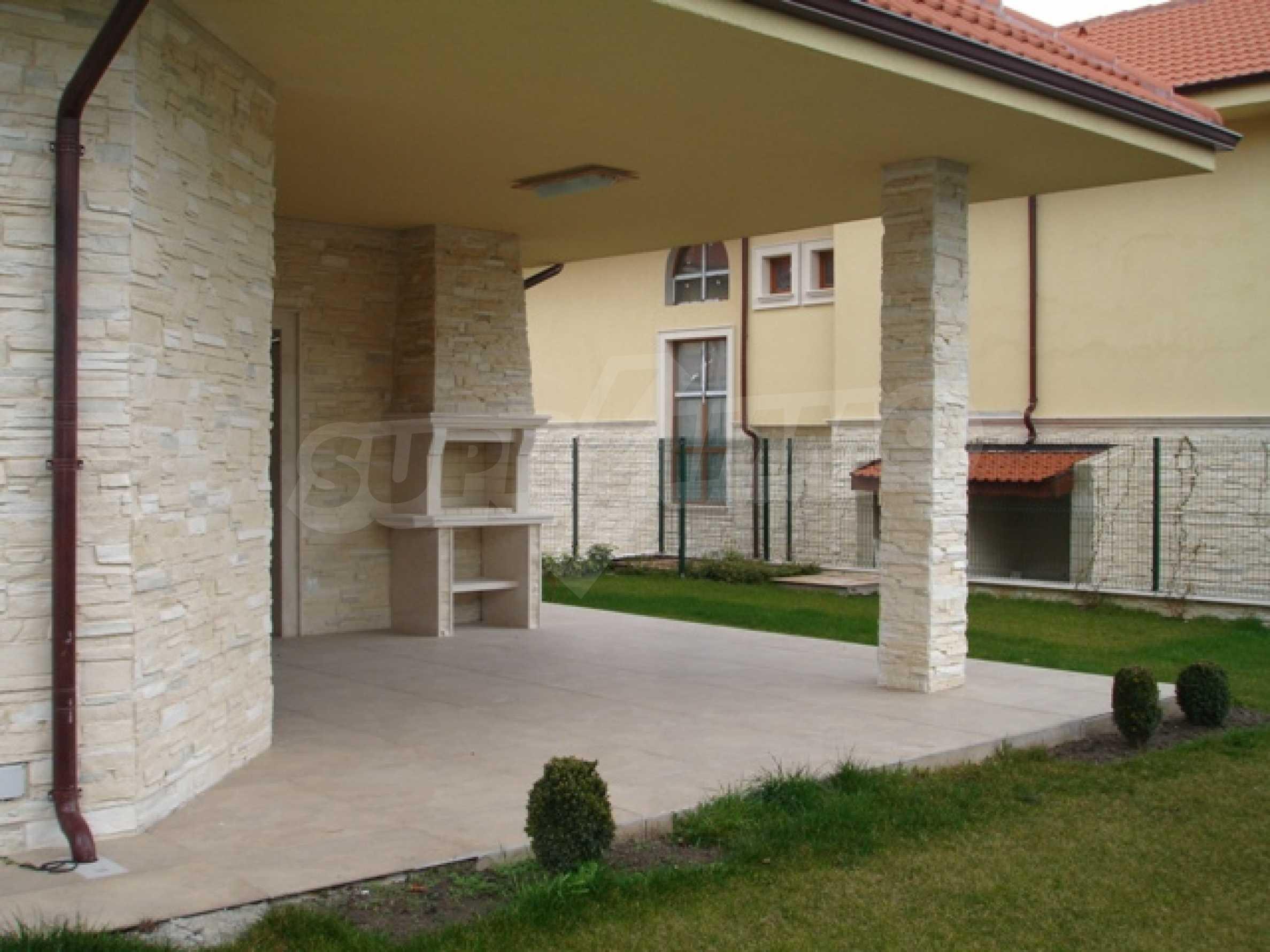 Еднофамилни двуетажни къщи в живописна зона между Варна и Златни пясъци 10