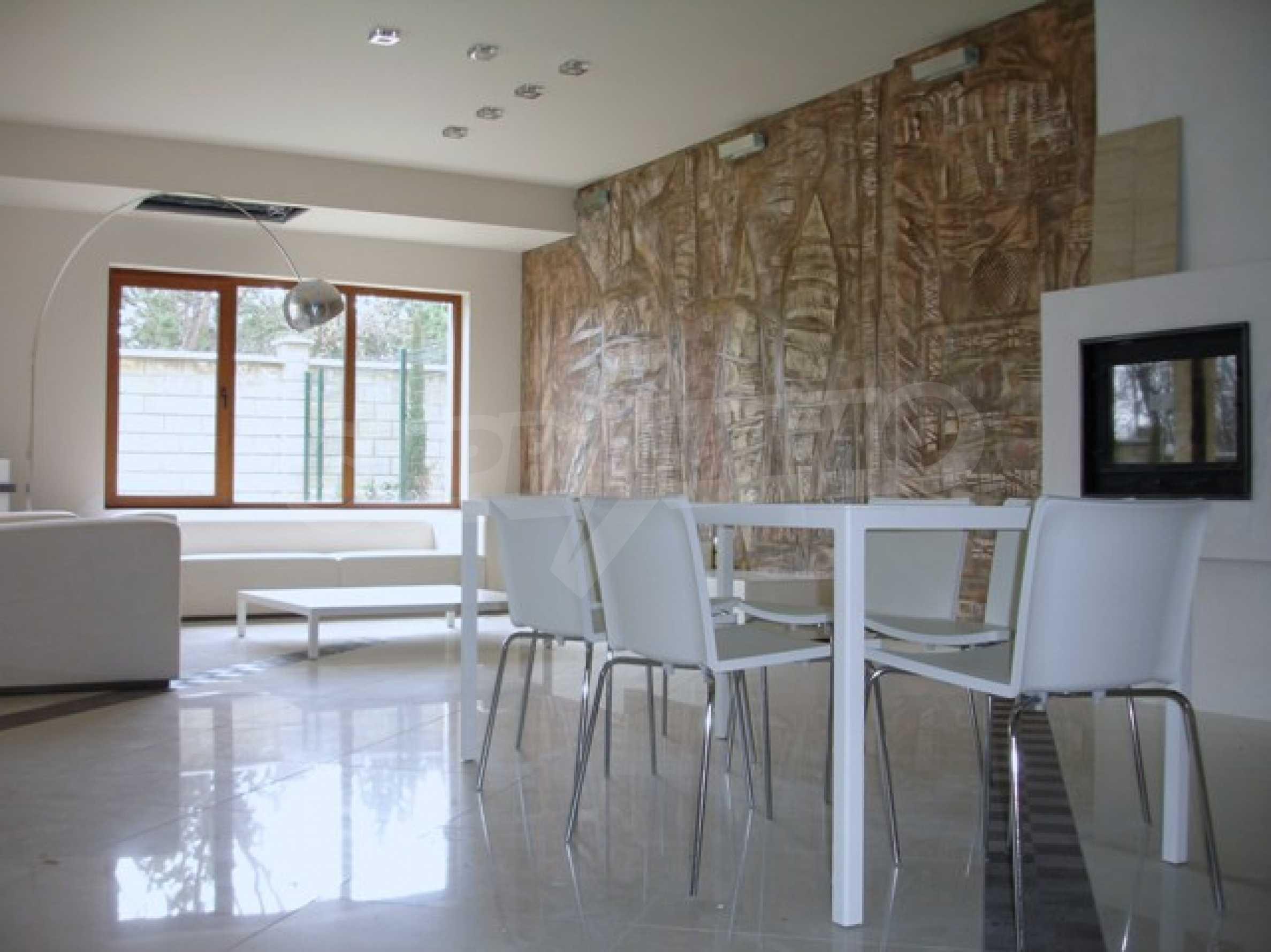 Еднофамилни двуетажни къщи в живописна зона между Варна и Златни пясъци 16
