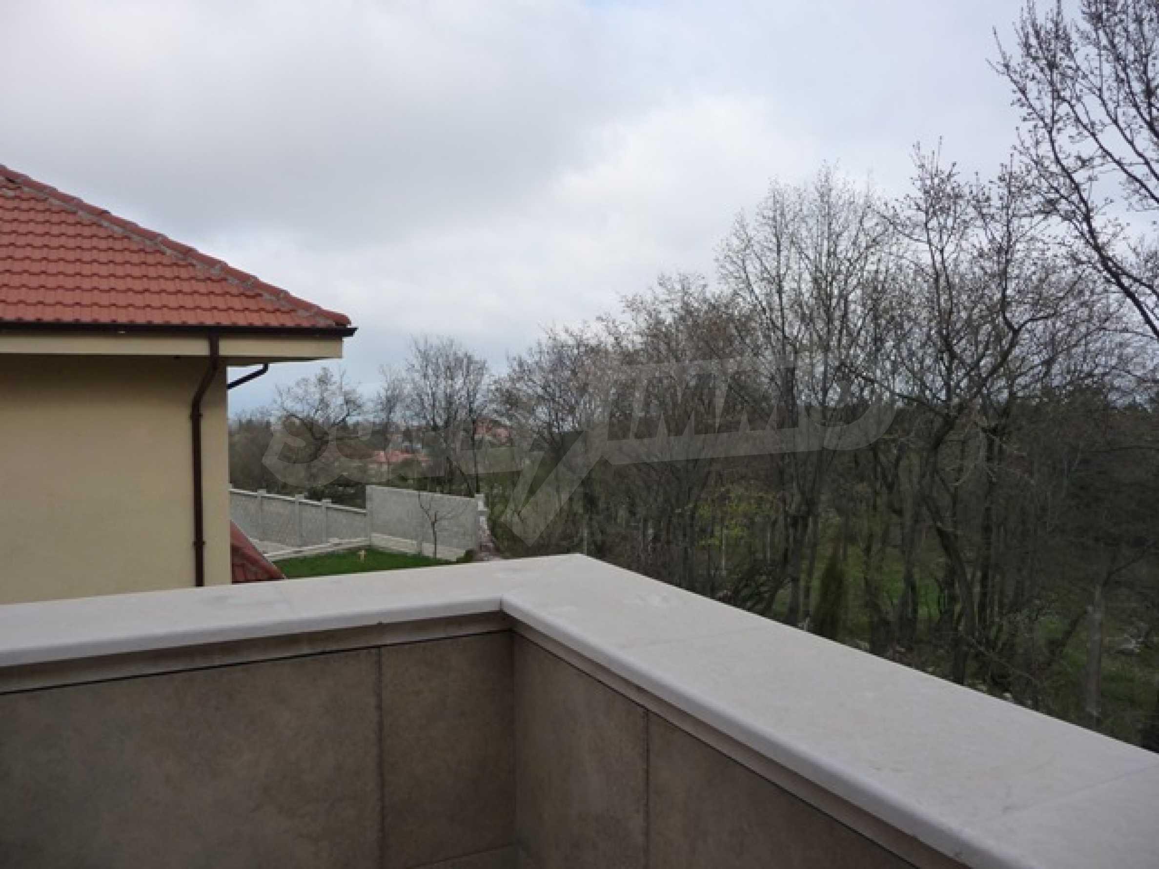 Еднофамилни двуетажни къщи в живописна зона между Варна и Златни пясъци 34