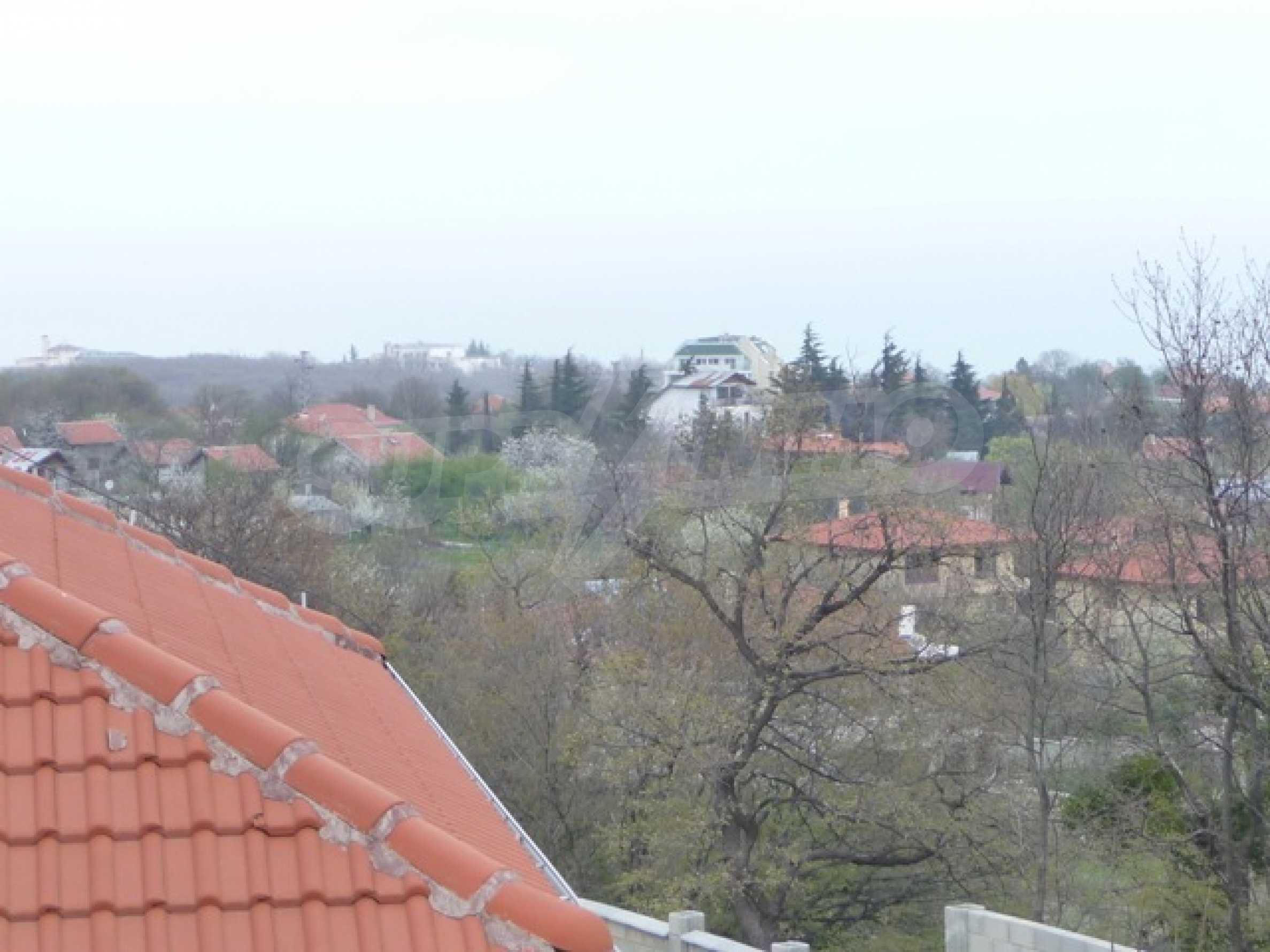 Еднофамилни двуетажни къщи в живописна зона между Варна и Златни пясъци 46