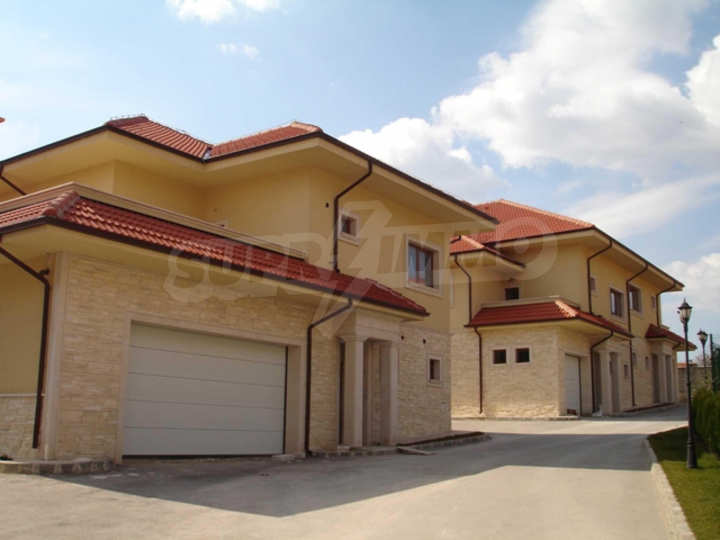 Еднофамилни двуетажни къщи в живописна зона между Варна и Златни пясъци 4