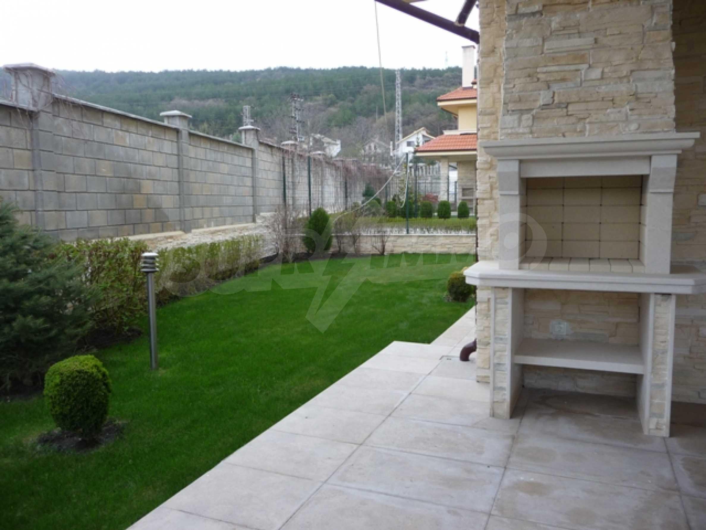 Еднофамилни двуетажни къщи в живописна зона между Варна и Златни пясъци 50