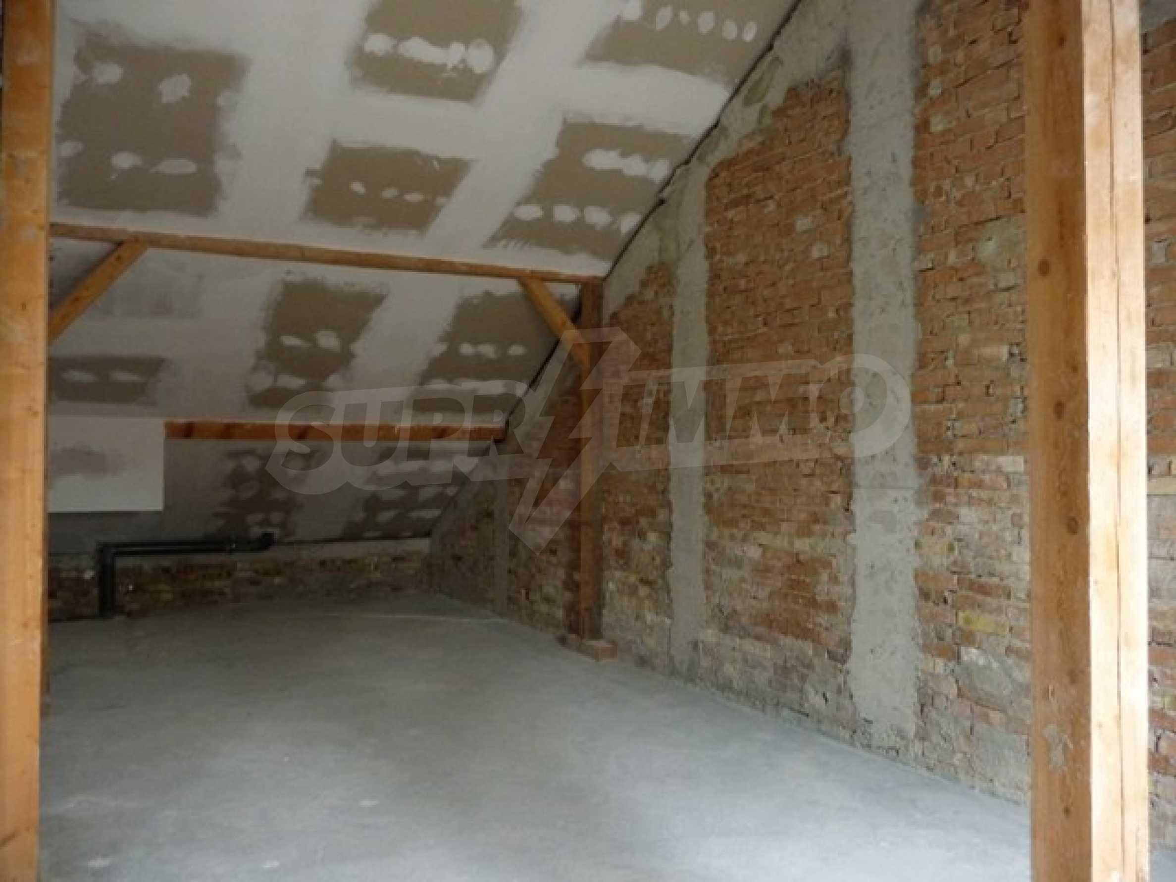 Еднофамилни двуетажни къщи в живописна зона между Варна и Златни пясъци 57