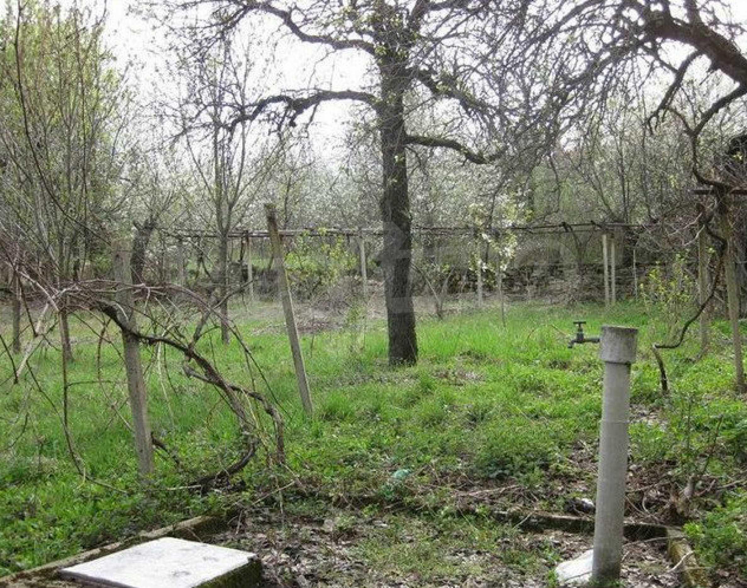 Двуетажна  къща с  голям двор в село на 30 км от В.Търново  1