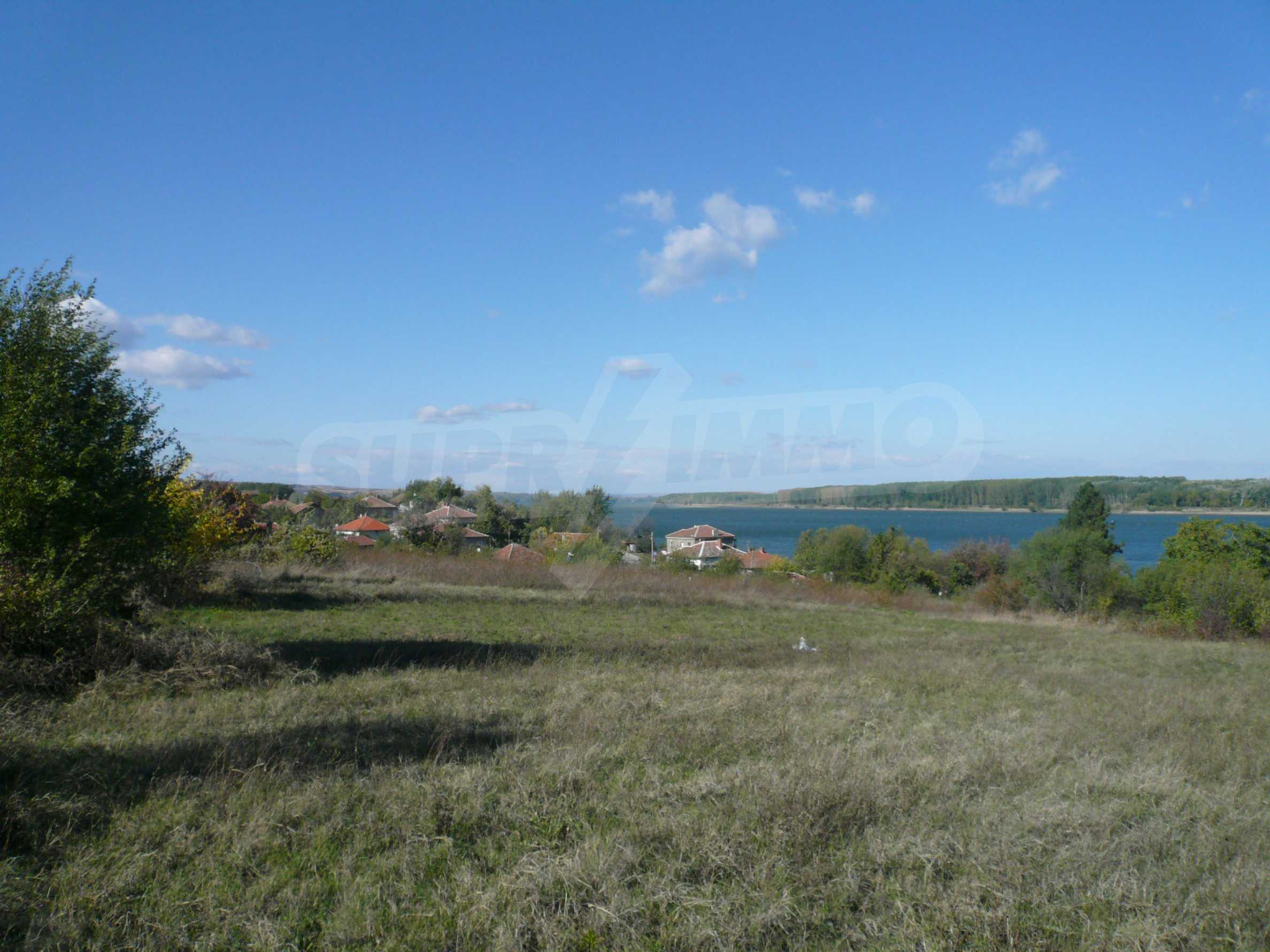 Regulated plot of land with vineyard at the banks of the Danube 1
