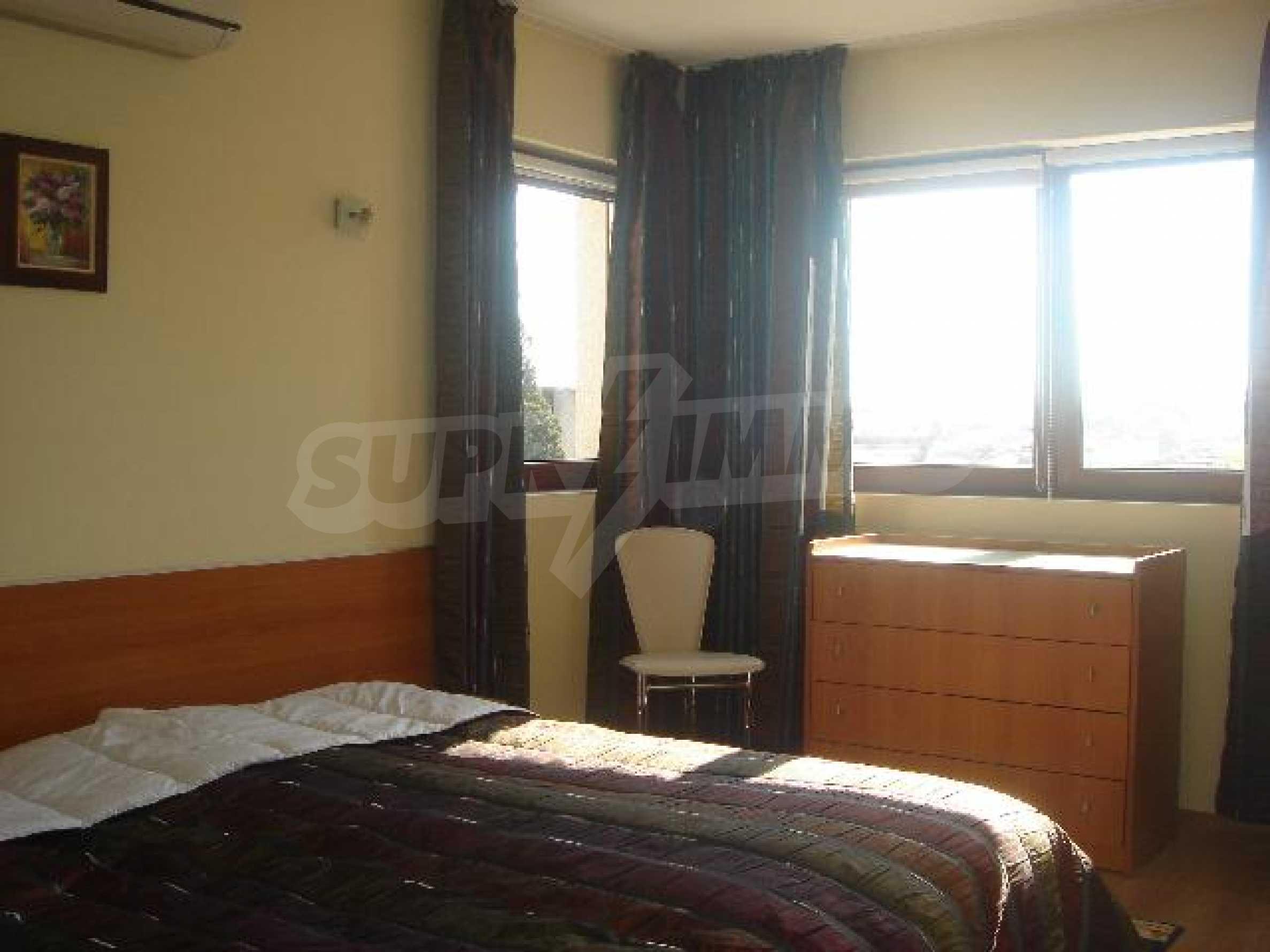 Луксозно обзаведен двустаен апартамент в идеален център 4