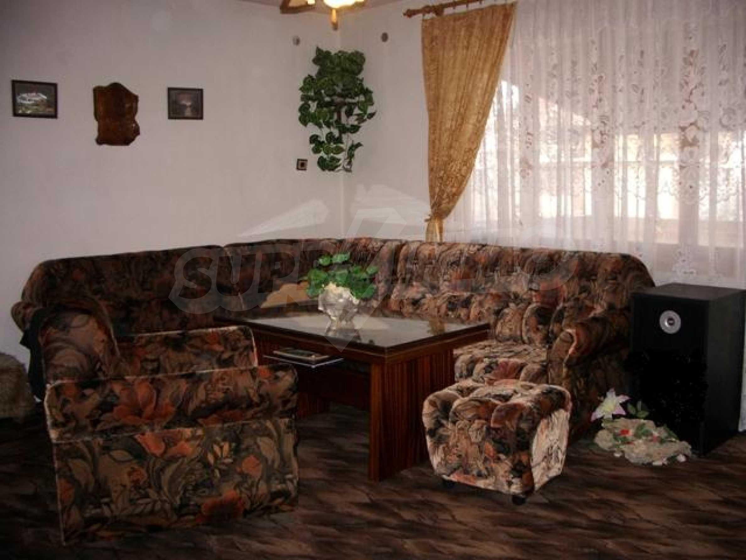 Триетажна къща близо до Варна