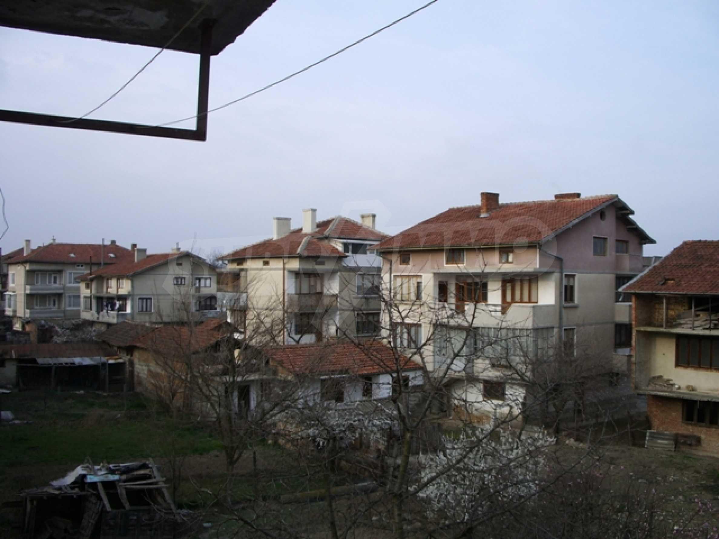 Триетажна къща близо до Варна 9