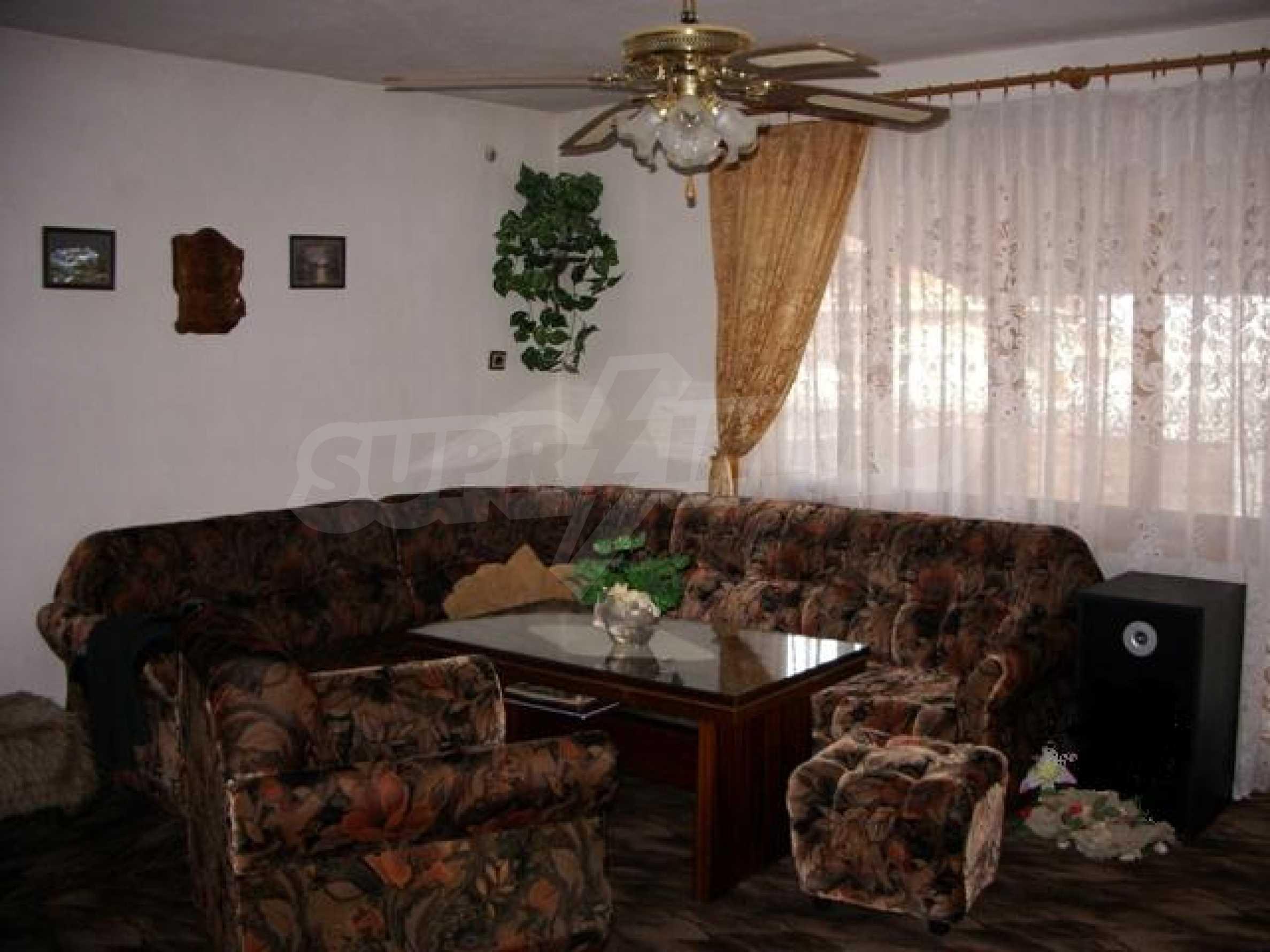 Триетажна къща близо до Варна 1