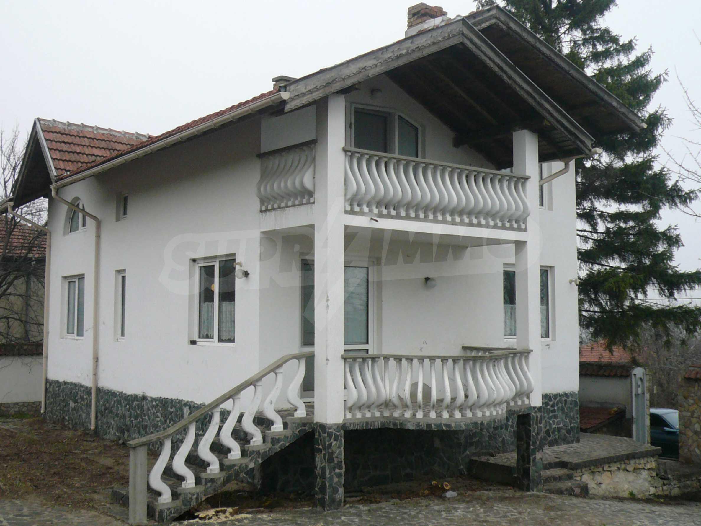 Голяма двуетажна къща близо до Видин 9