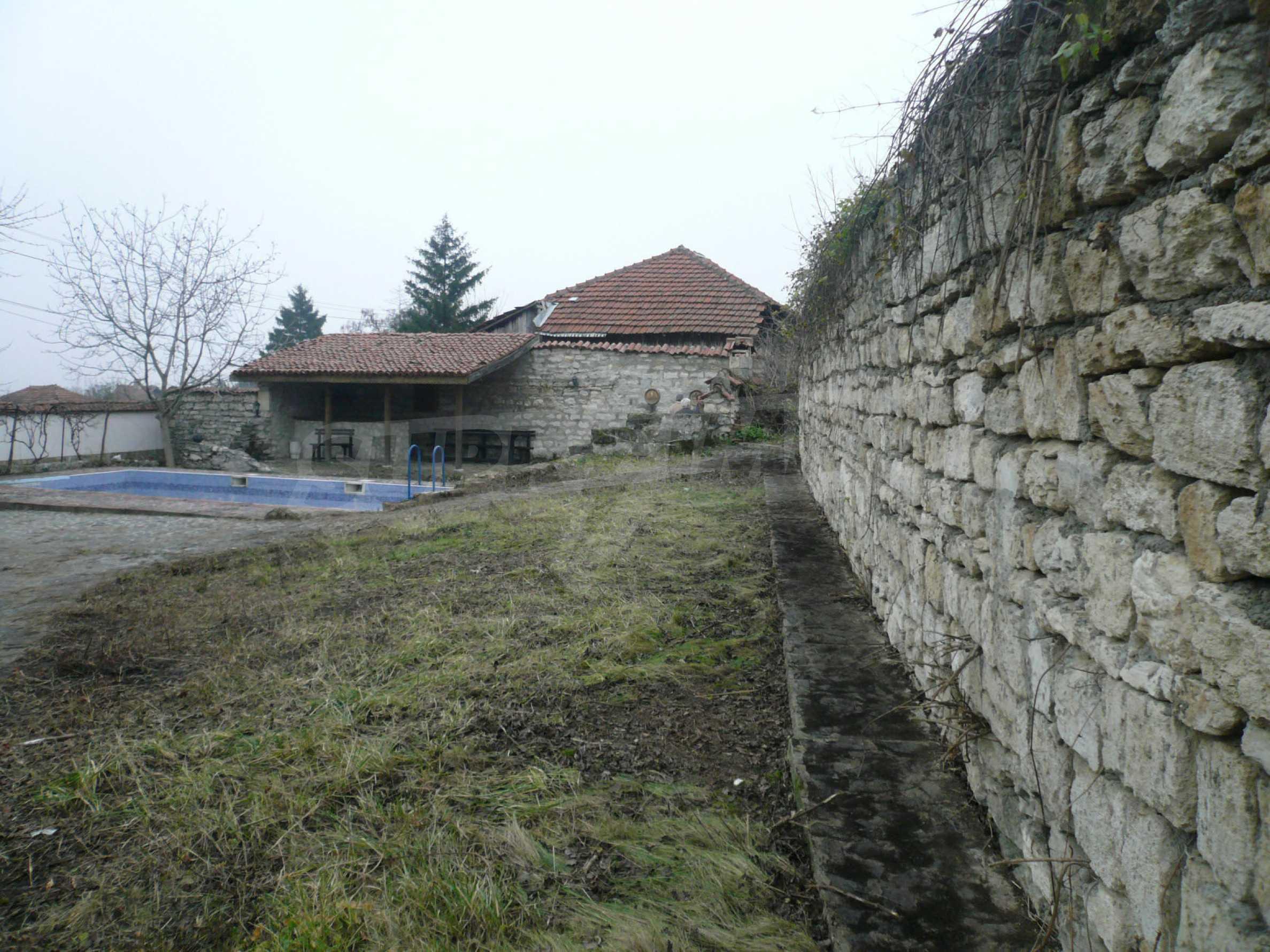 Голяма двуетажна къща близо до Видин 12