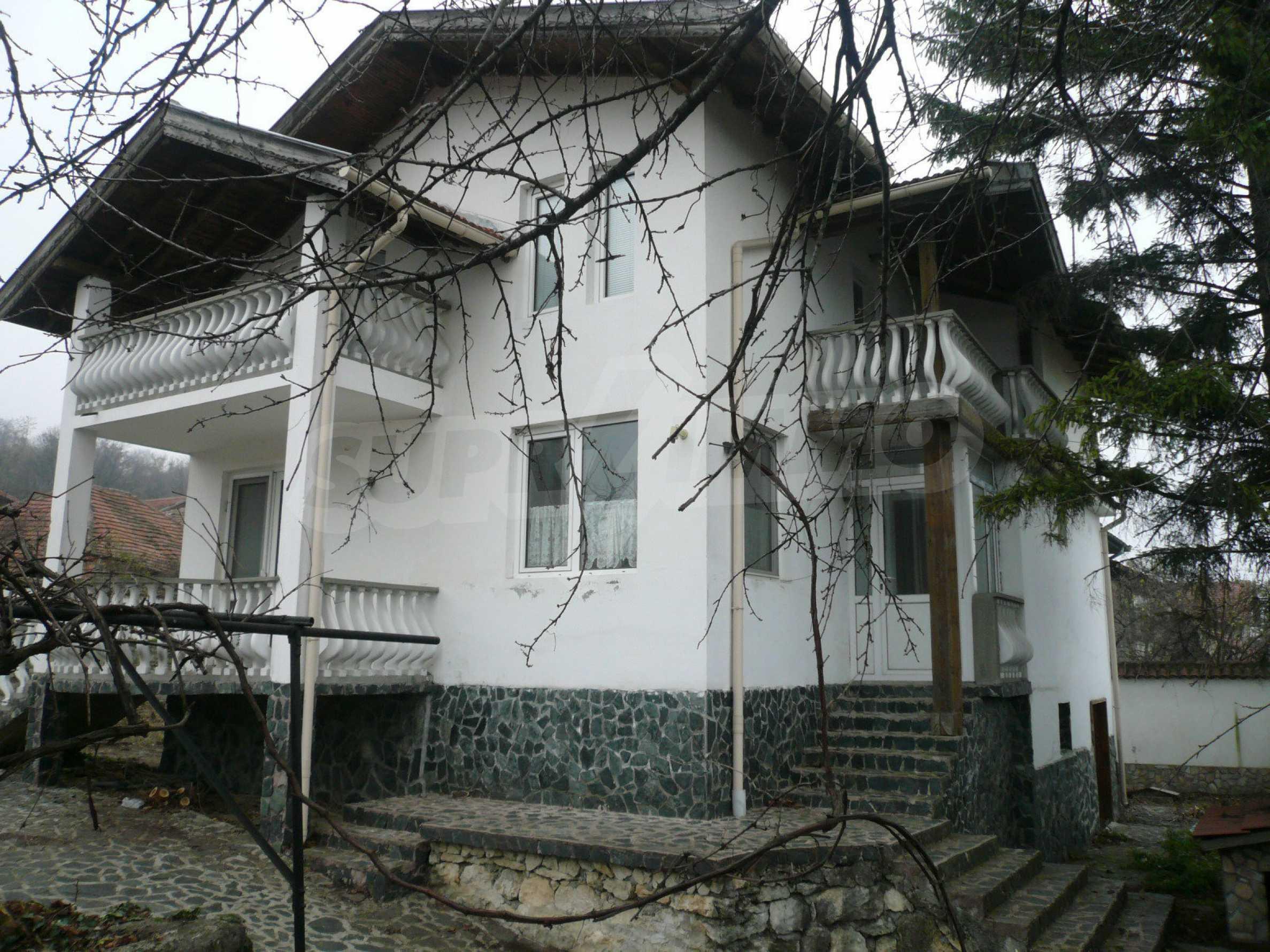 Голяма двуетажна къща близо до Видин 14