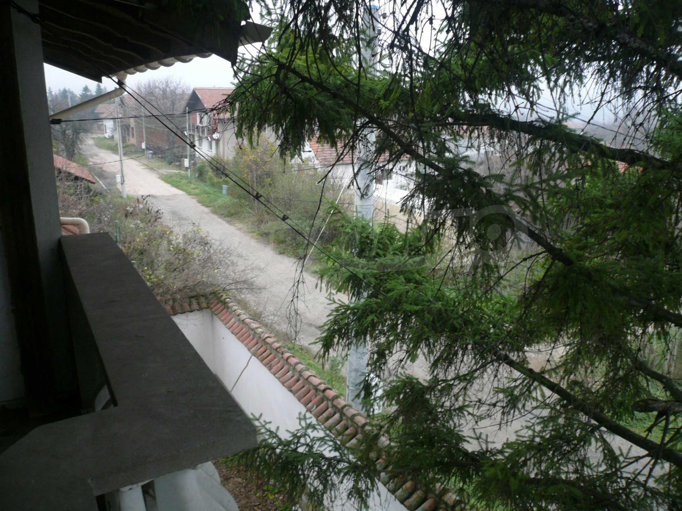 Голяма двуетажна къща близо до Видин 35