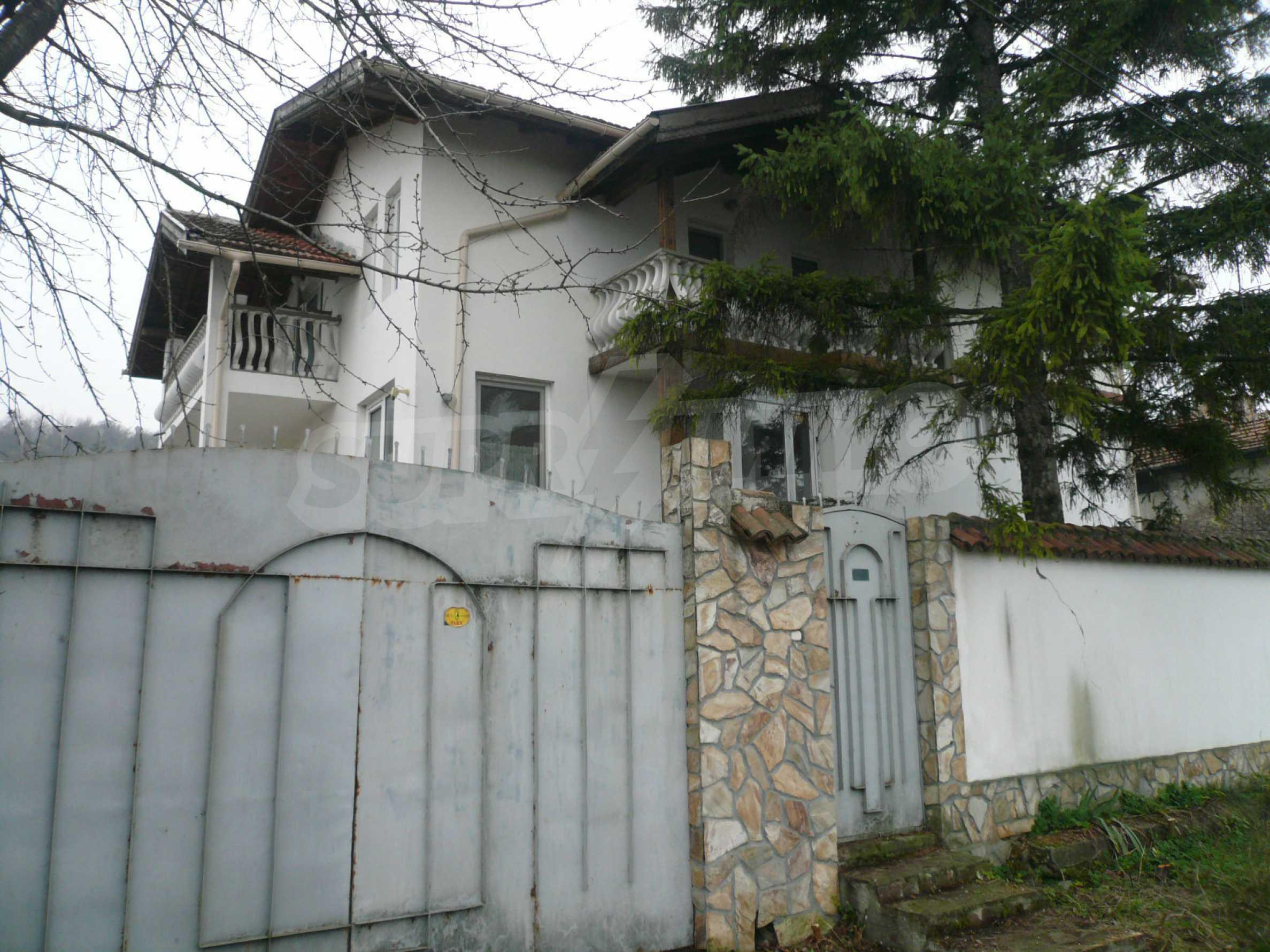 Голяма двуетажна къща близо до Видин 36
