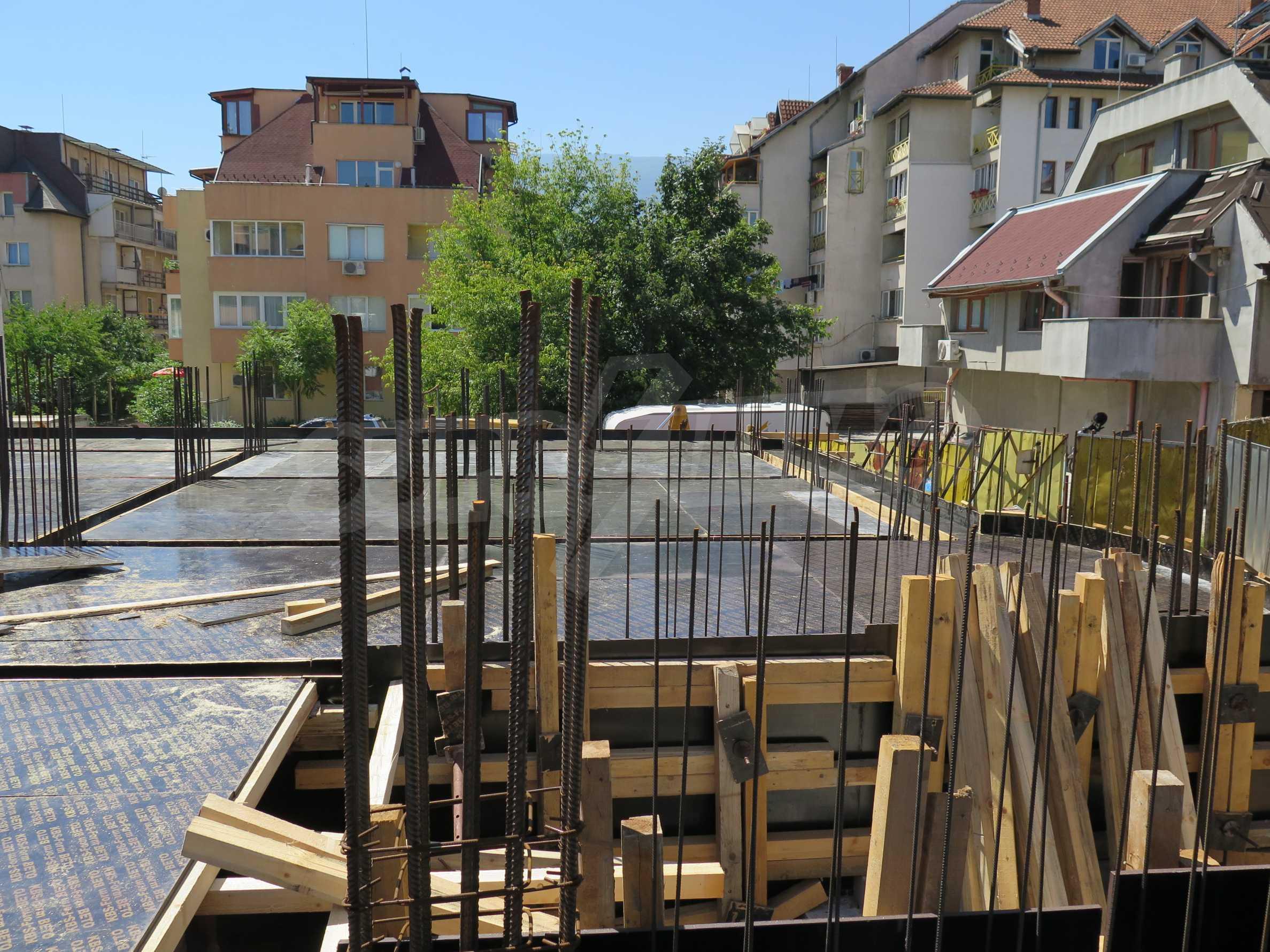 Новострояща се сграда с гаражи в добре развит квартал на София 8