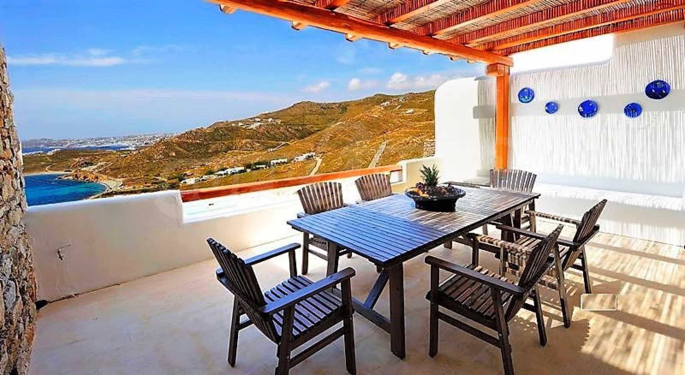 Вила на остров Миконос, образец за съвременен лукс и висока естетика 13