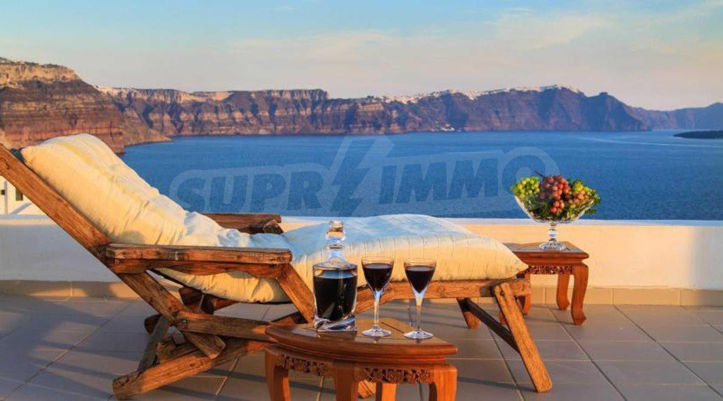 Двуетажна резиденция с открит басейн и изглед към Егейско 19