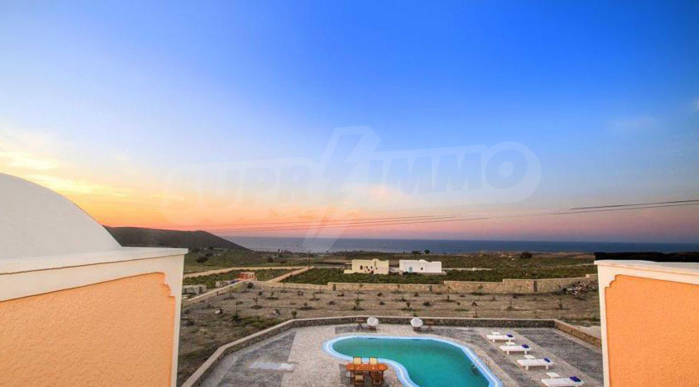Двуетажна резиденция с открит басейн и изглед към Егейско 20