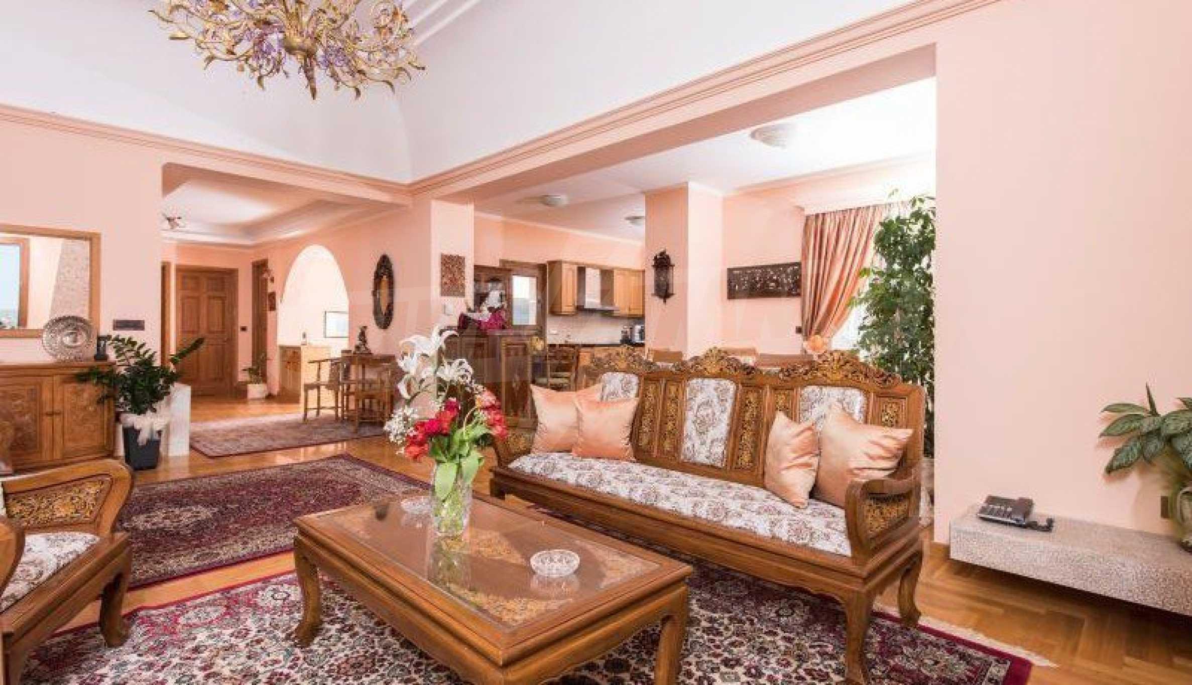 Двуетажна резиденция с открит басейн и изглед към Егейско 7