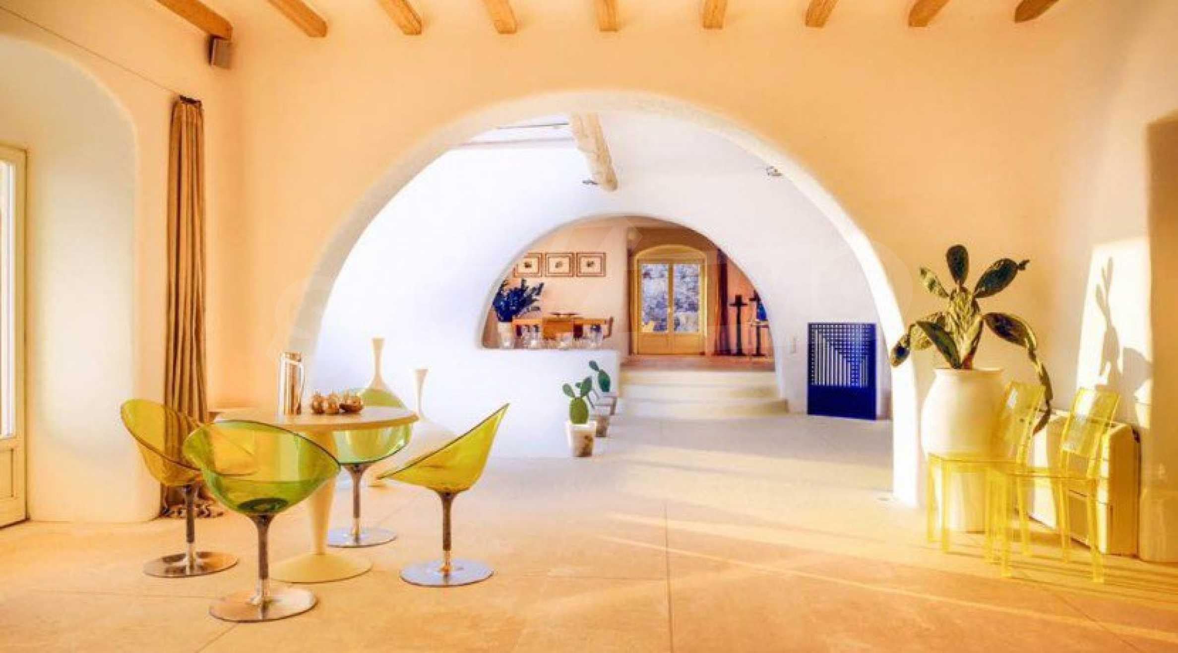 Величествена резиденция в Егейско море 10