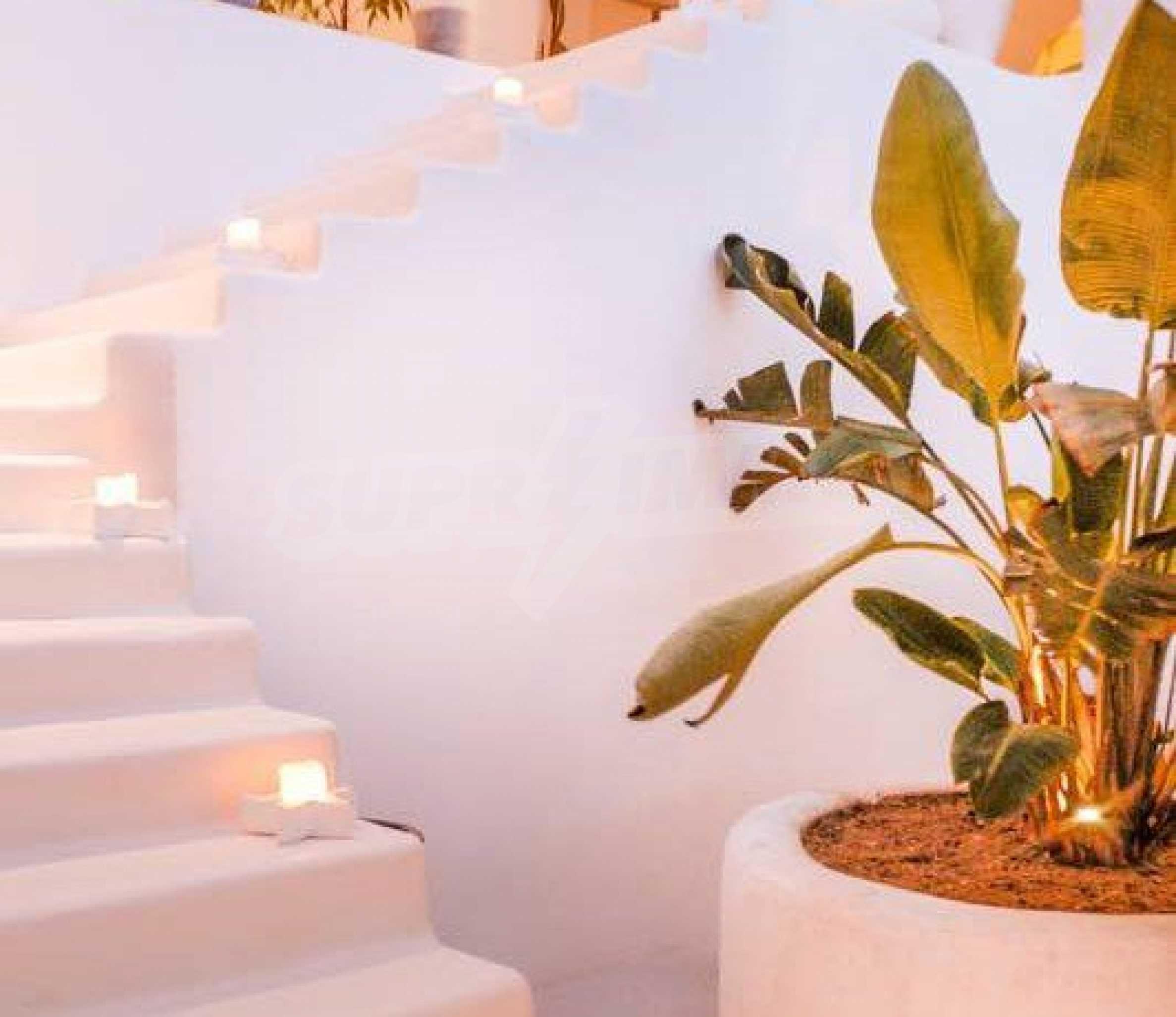 Величествена резиденция в Егейско море 13