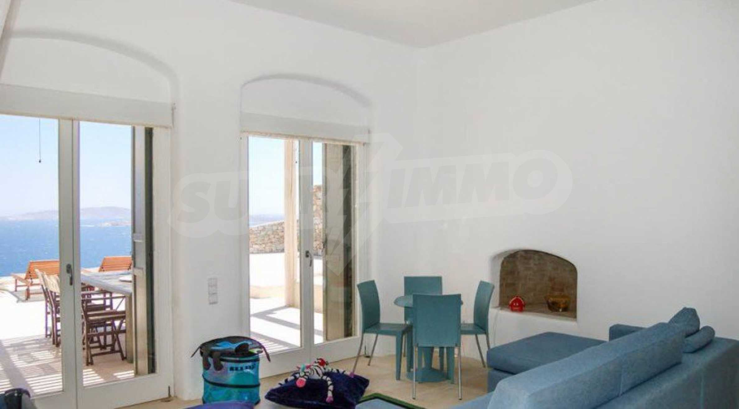 Величествена резиденция в Егейско море 16