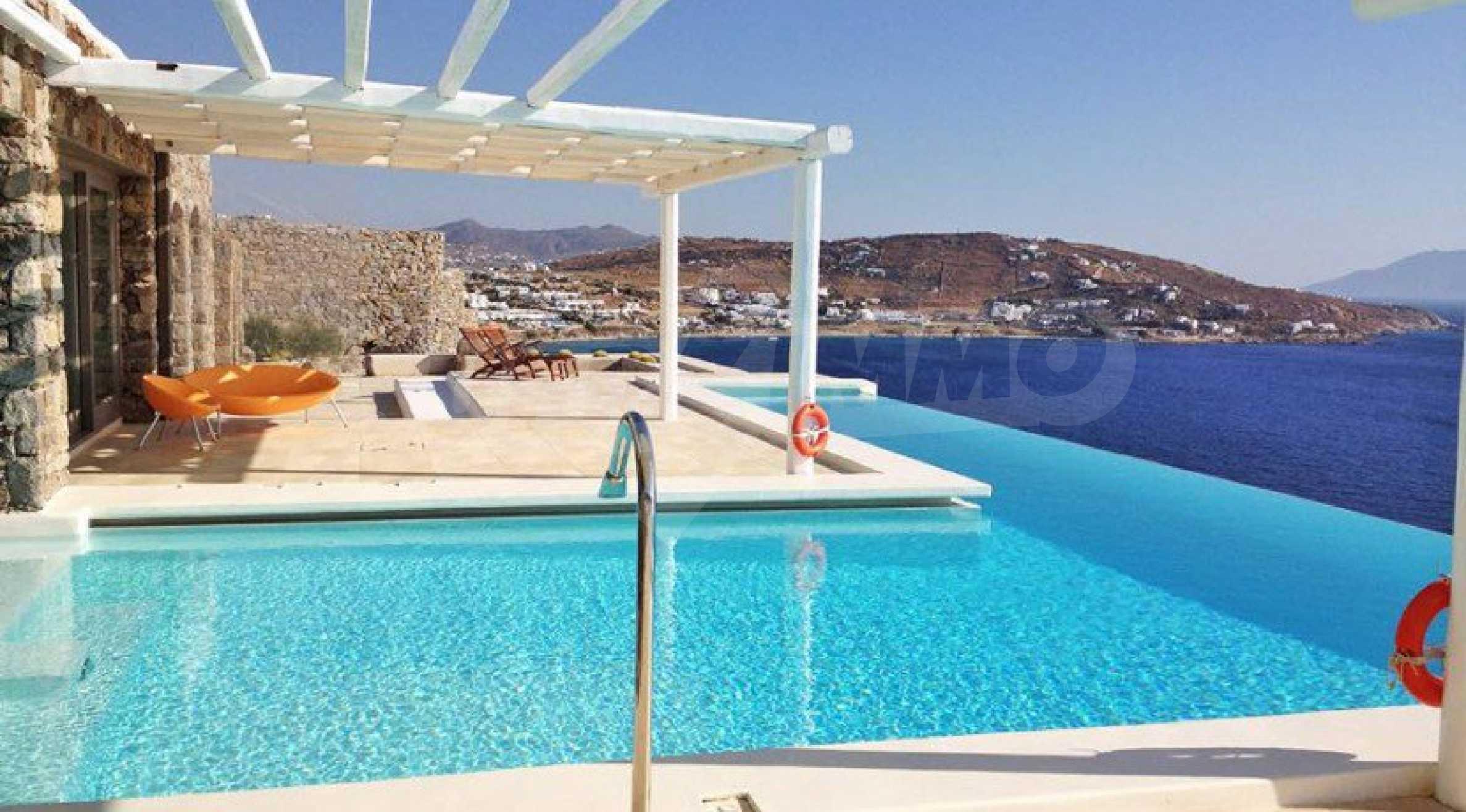 Величествена резиденция в Егейско море 1