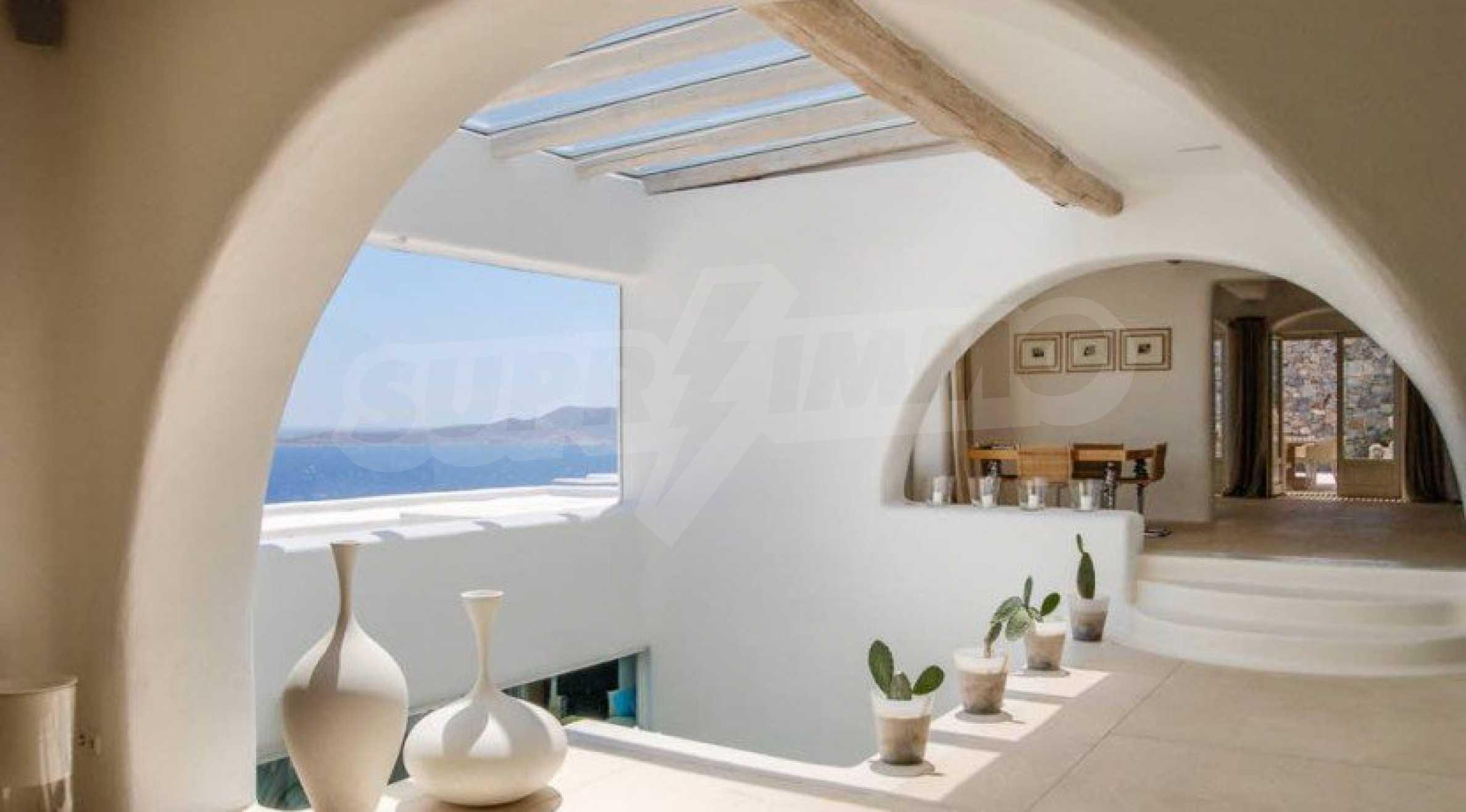 Величествена резиденция в Егейско море 27