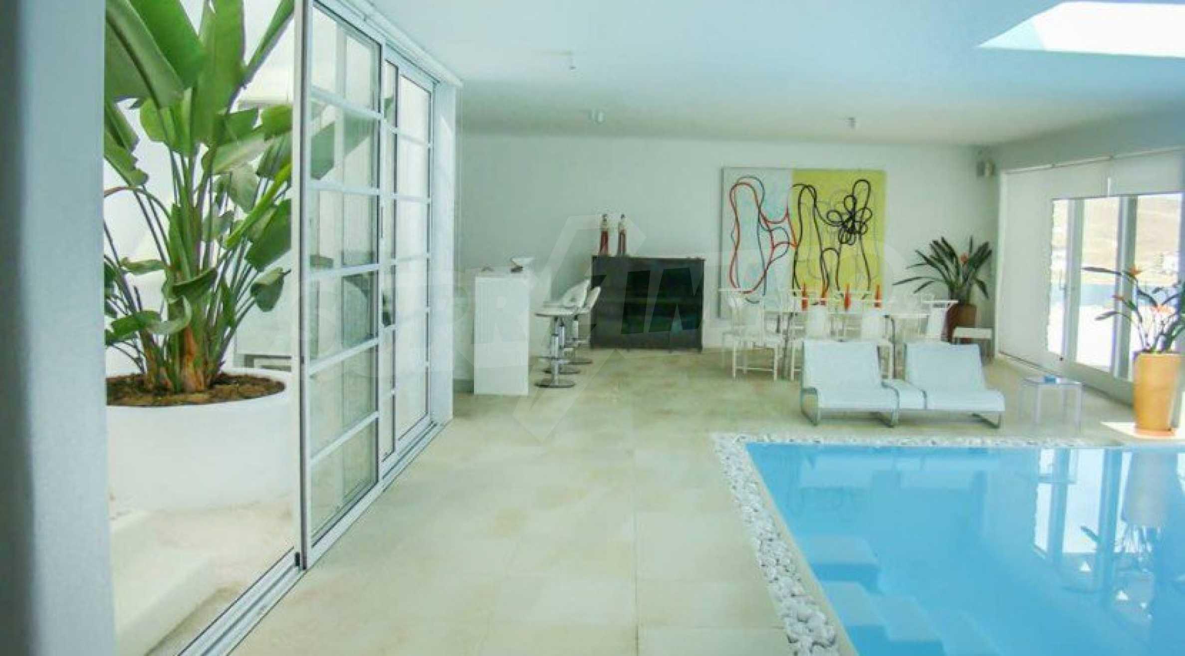 Величествена резиденция в Егейско море 28
