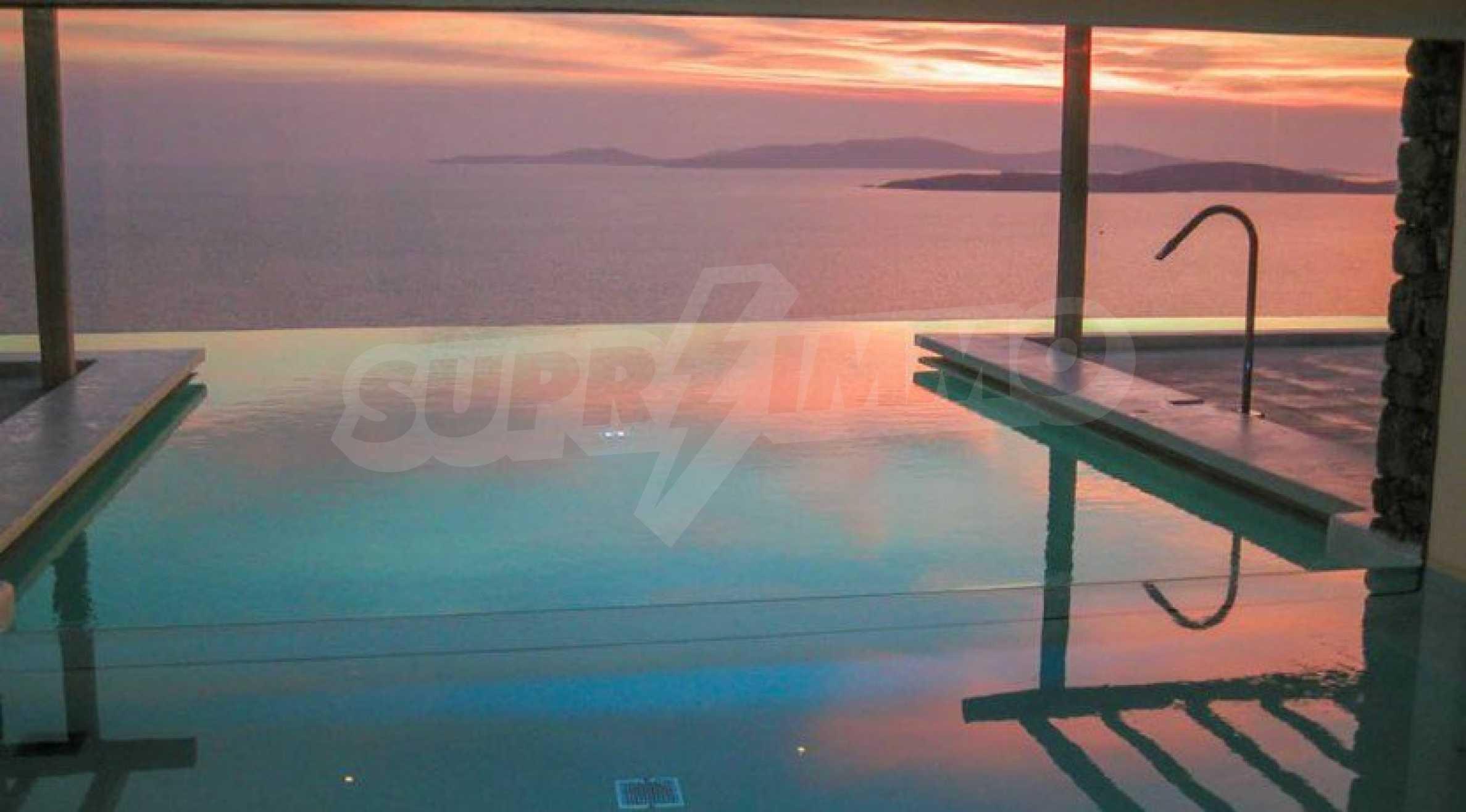 Величествена резиденция в Егейско море 30