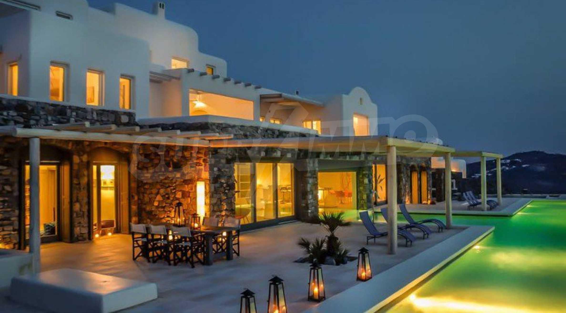 Величествена резиденция в Егейско море 31