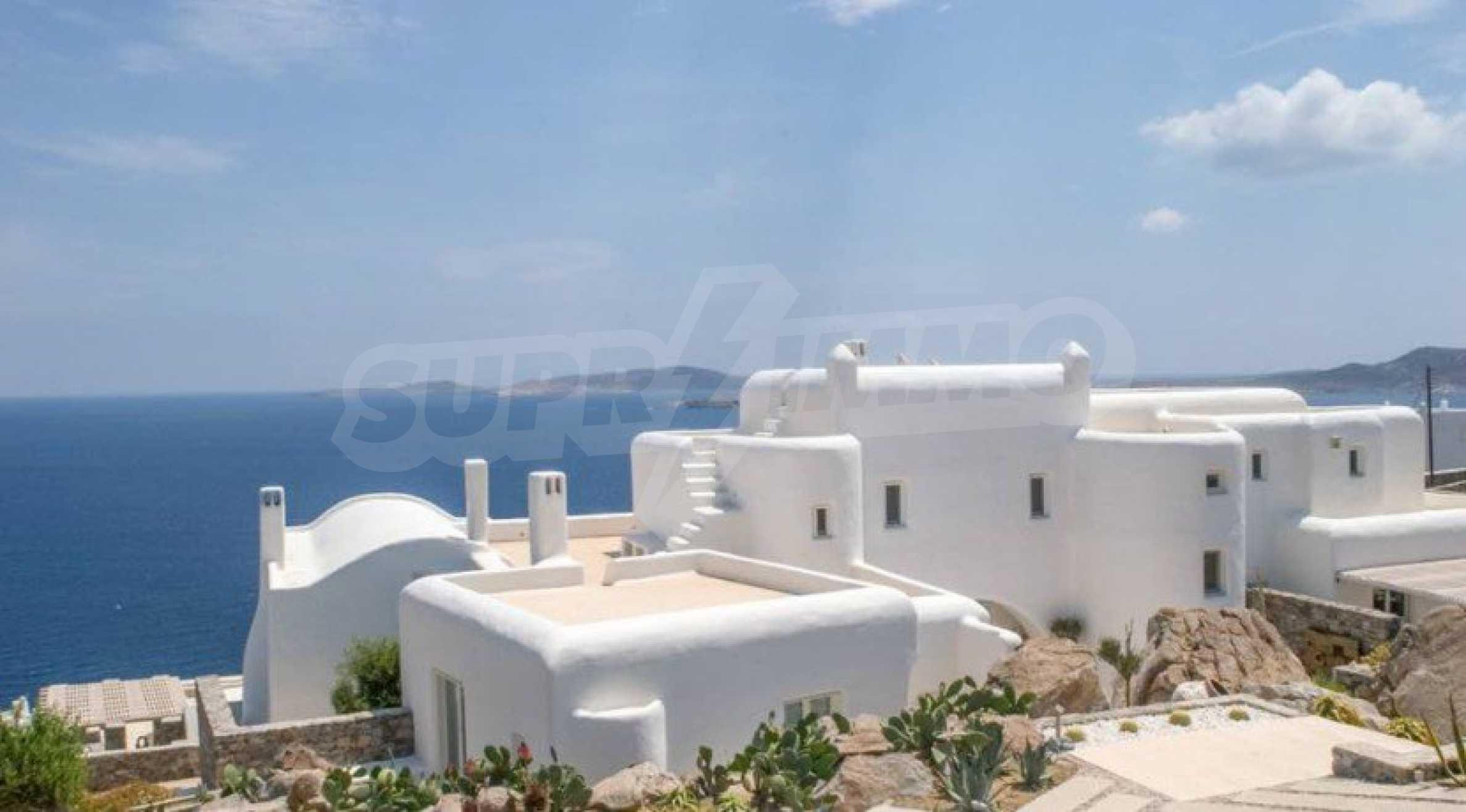 Величествена резиденция в Егейско море 33