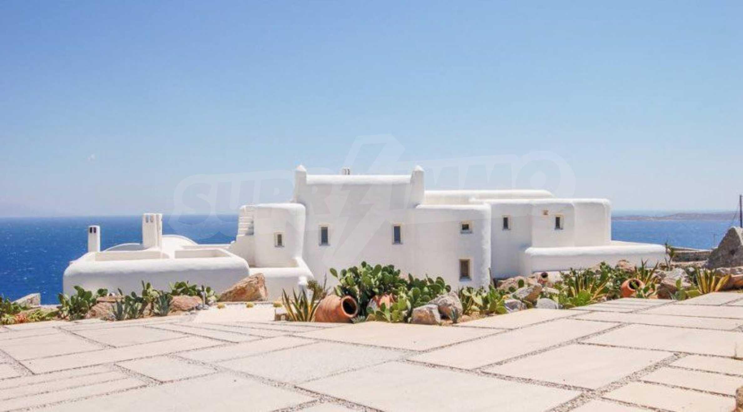 Величествена резиденция в Егейско море 34