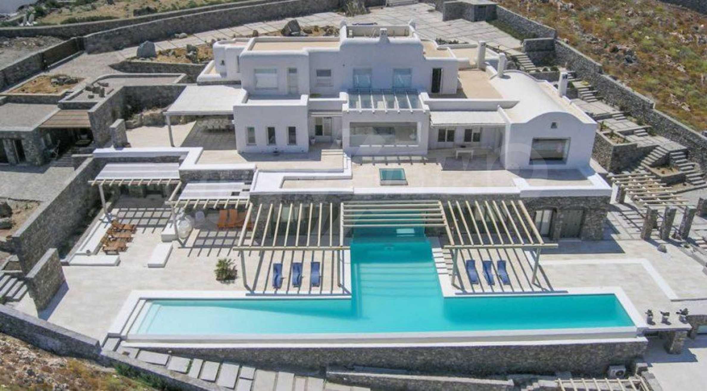 Величествена резиденция в Егейско море 35