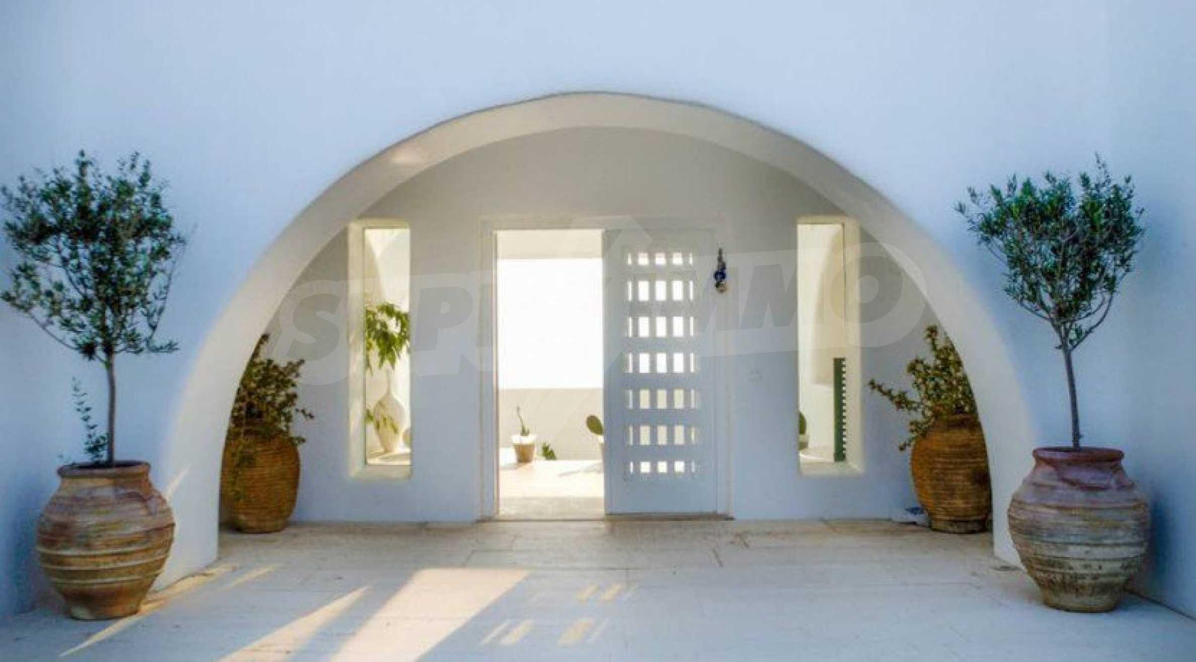 Величествена резиденция в Егейско море 3