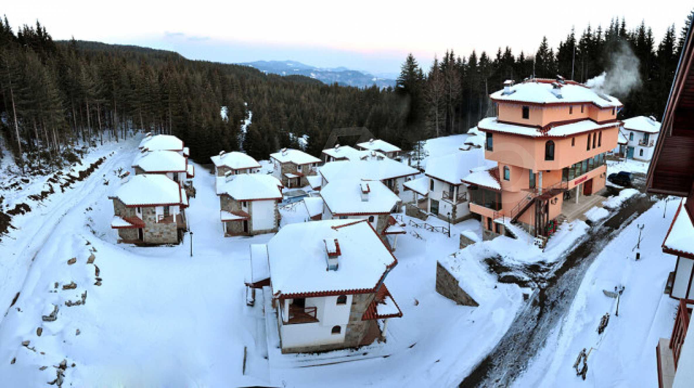 Апартаменти на атрактивни цени в планински ваканционен комплекс в Пампорово 2