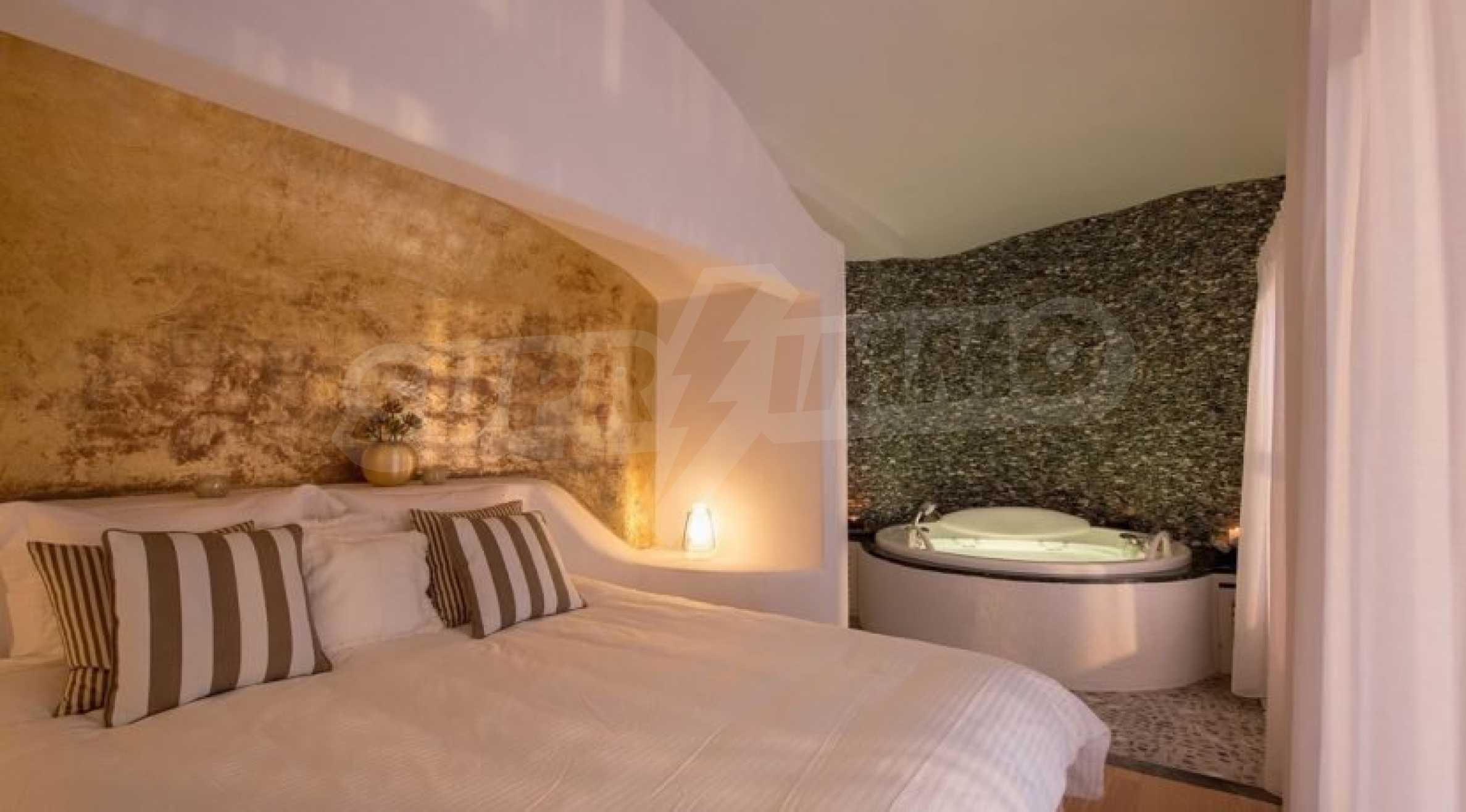 Грациозен имот с приказна гледка на остров Санторини 10