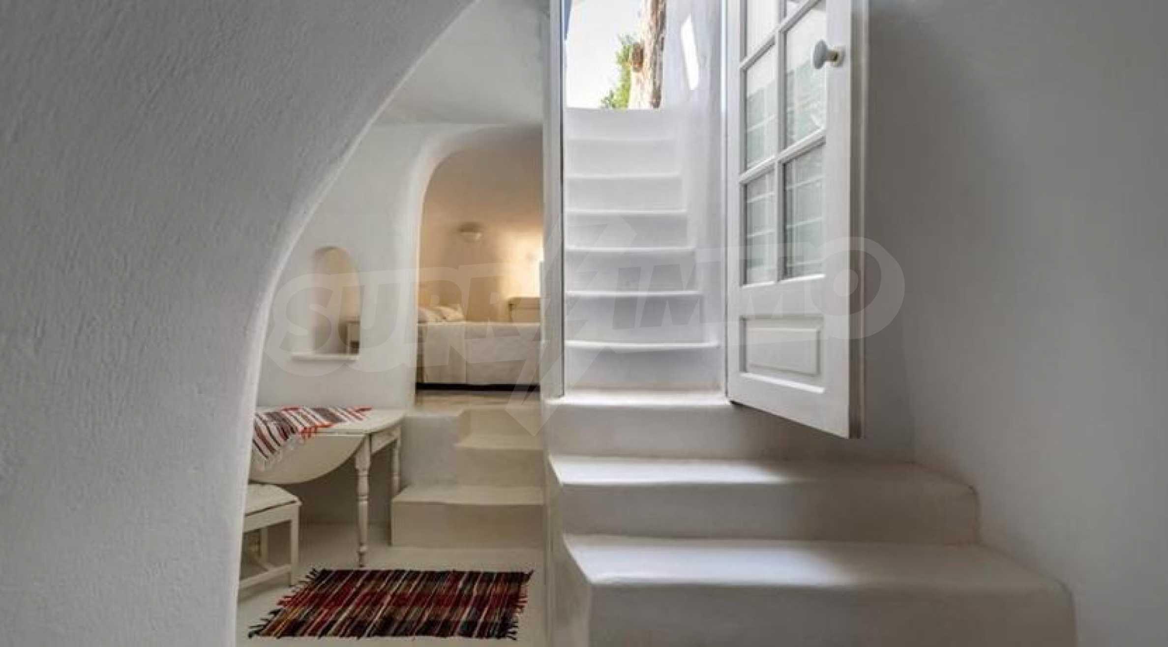 Романтична вила с приказни пейзажни на остров Санторини 10