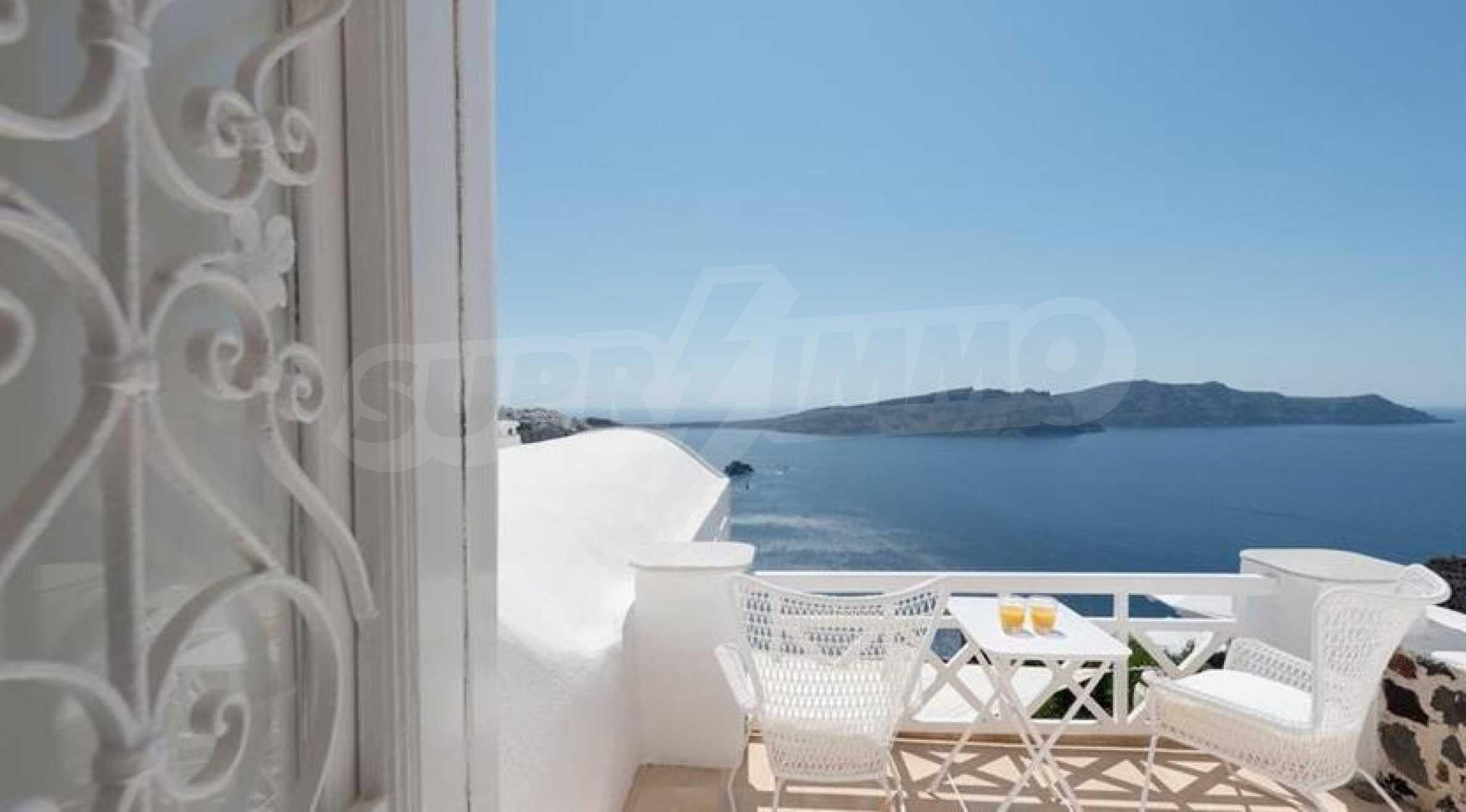 Романтична вила с приказни пейзажни на остров Санторини 2