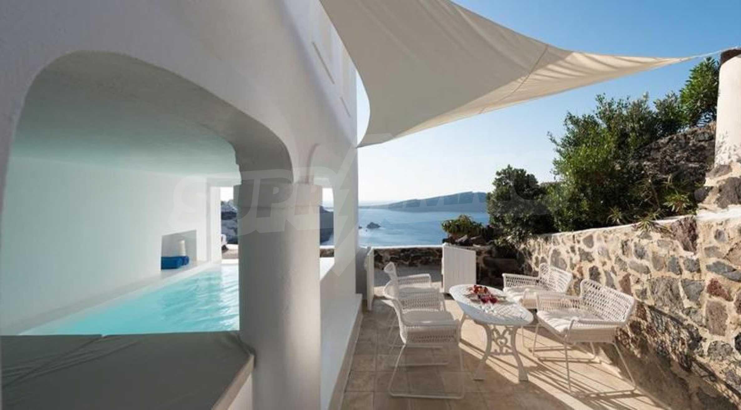 Романтична вила с приказни пейзажни на остров Санторини 3