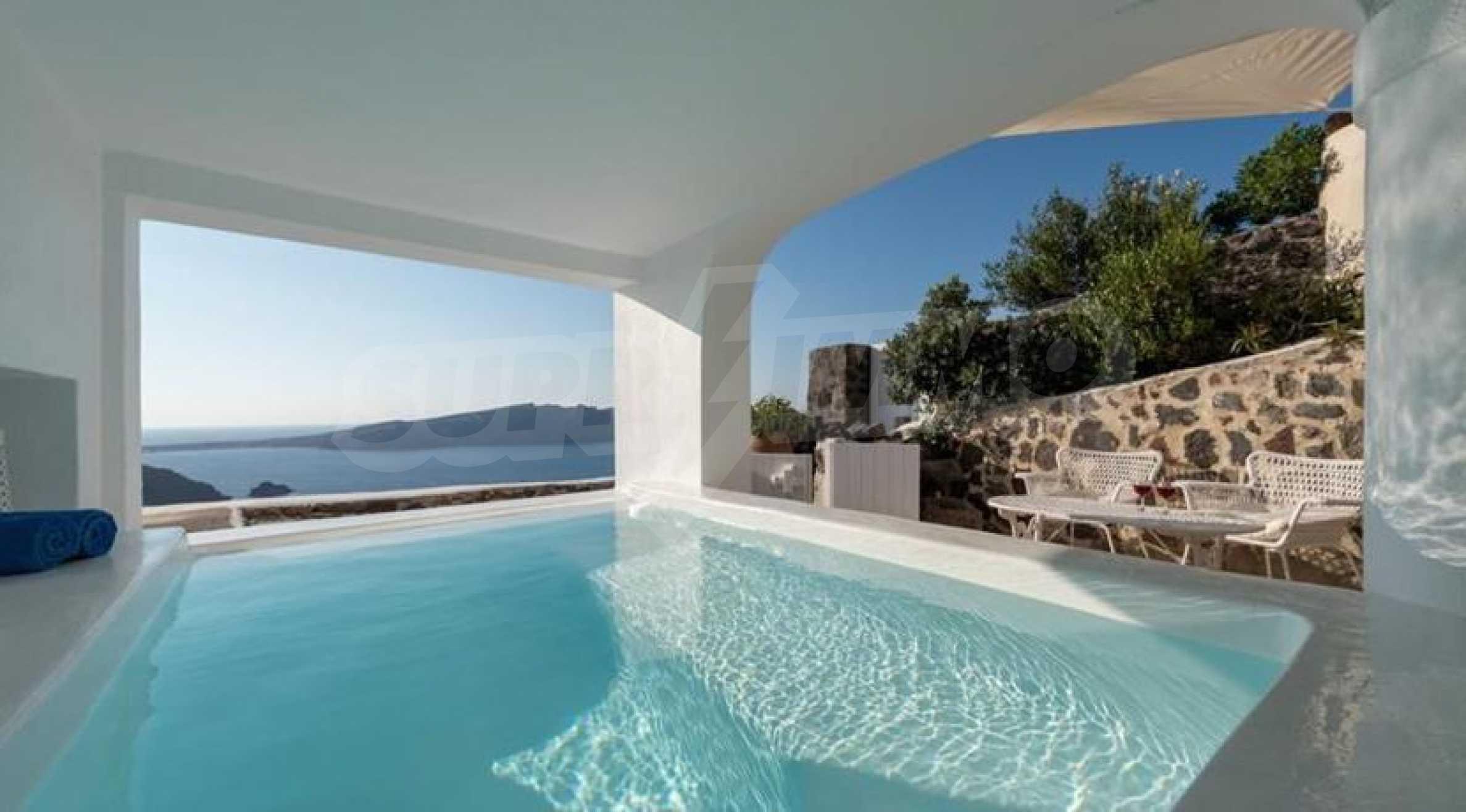Романтична вила с приказни пейзажни на остров Санторини 4