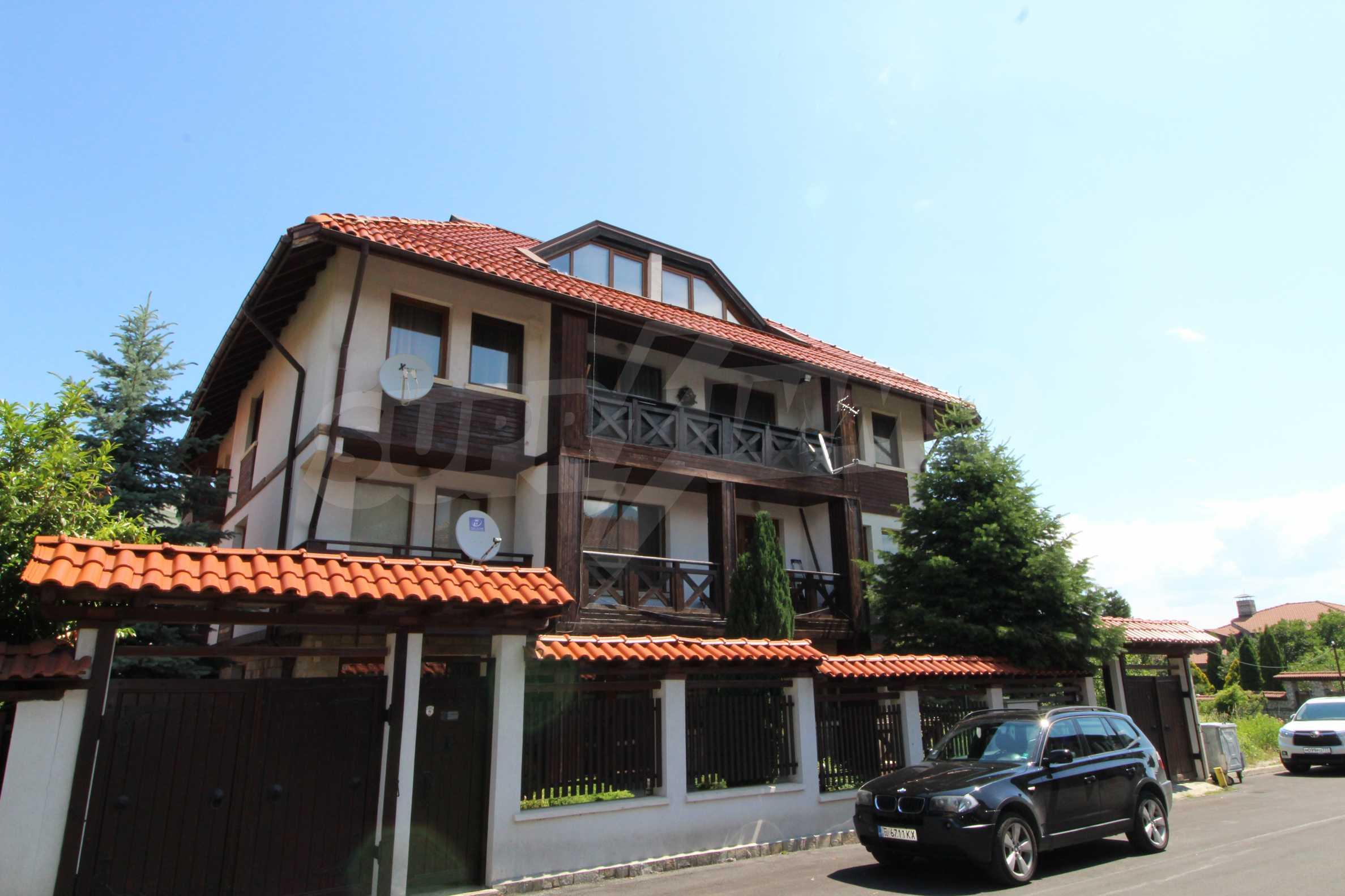 Просторен апартамент с камина в Банско