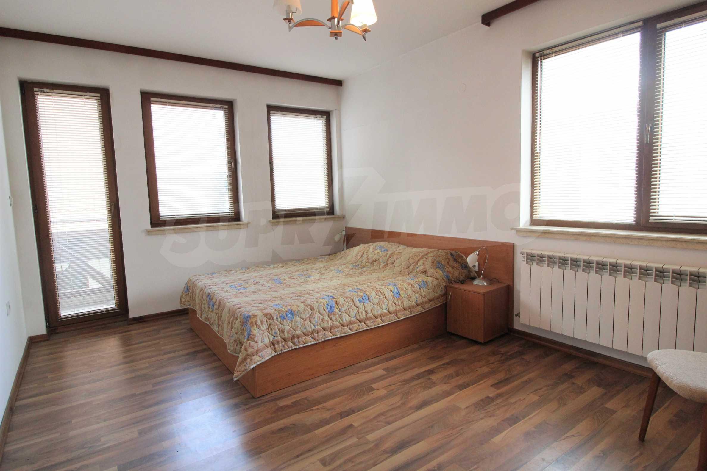 Просторен апартамент с камина в Банско 10