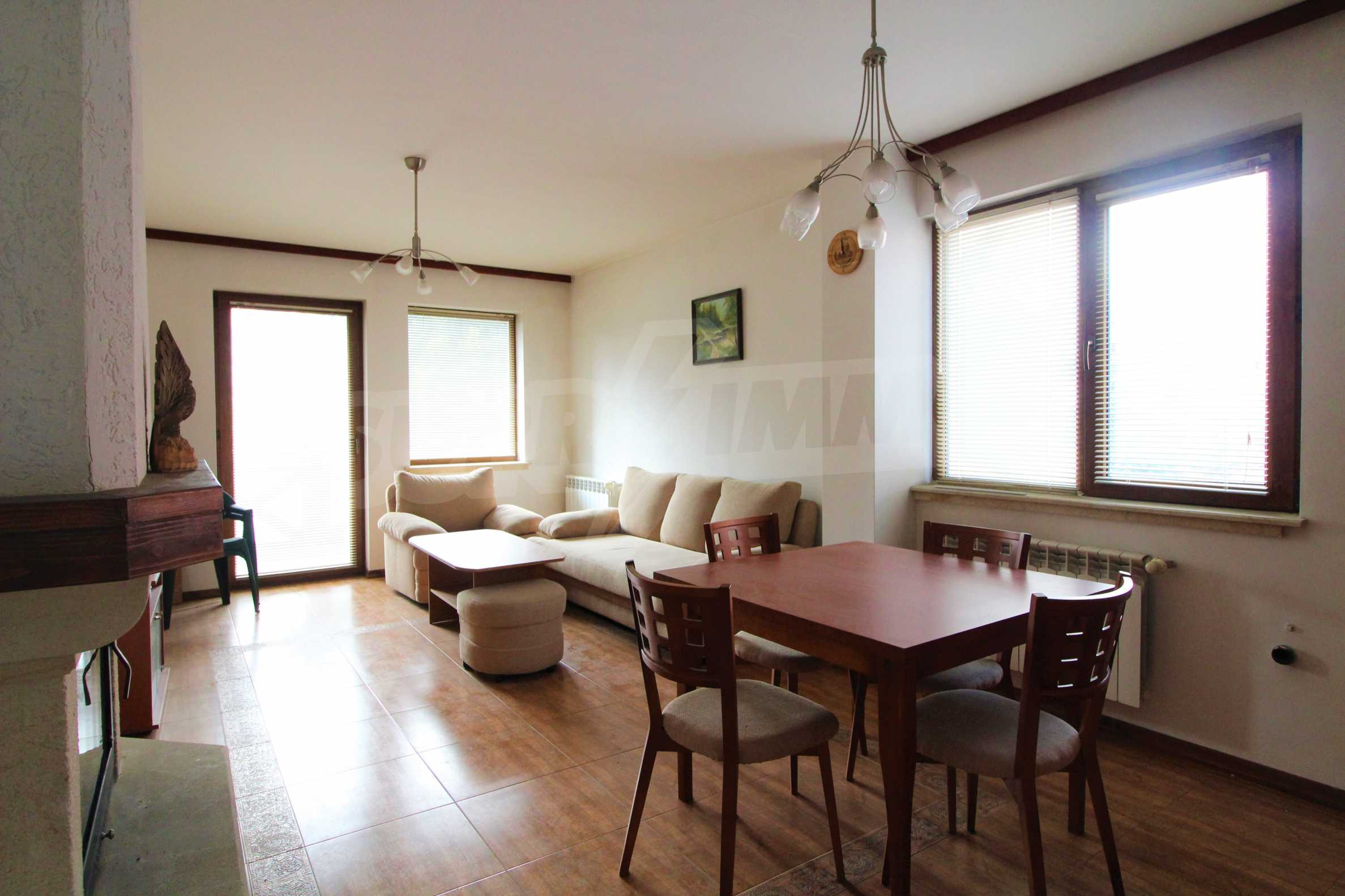 Просторен апартамент с камина в Банско 3