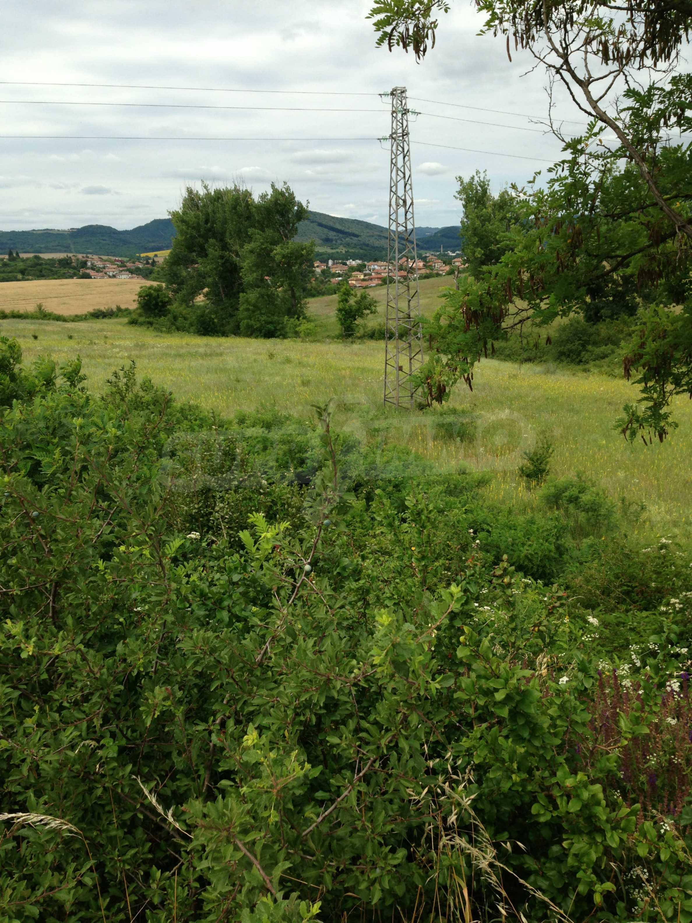 Ackerland vor der Hauptstraße E 85 im Land der Debelets