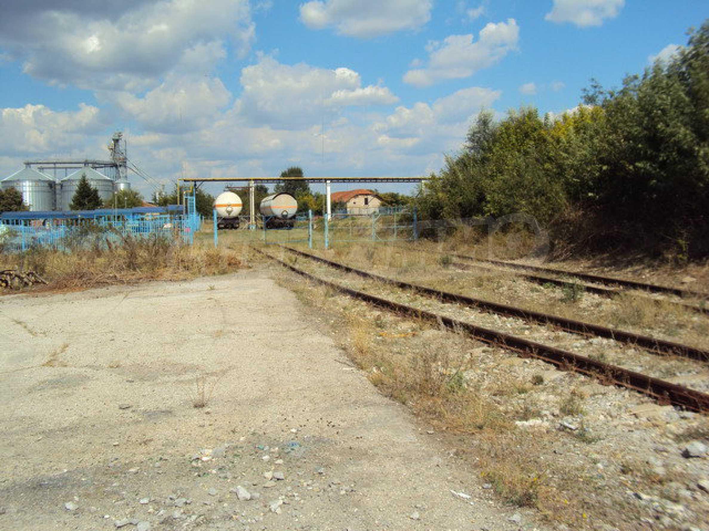 Ein Grundstück mit einer Halle in einem Industriegebiet von Gorna Oryahovitsa 12