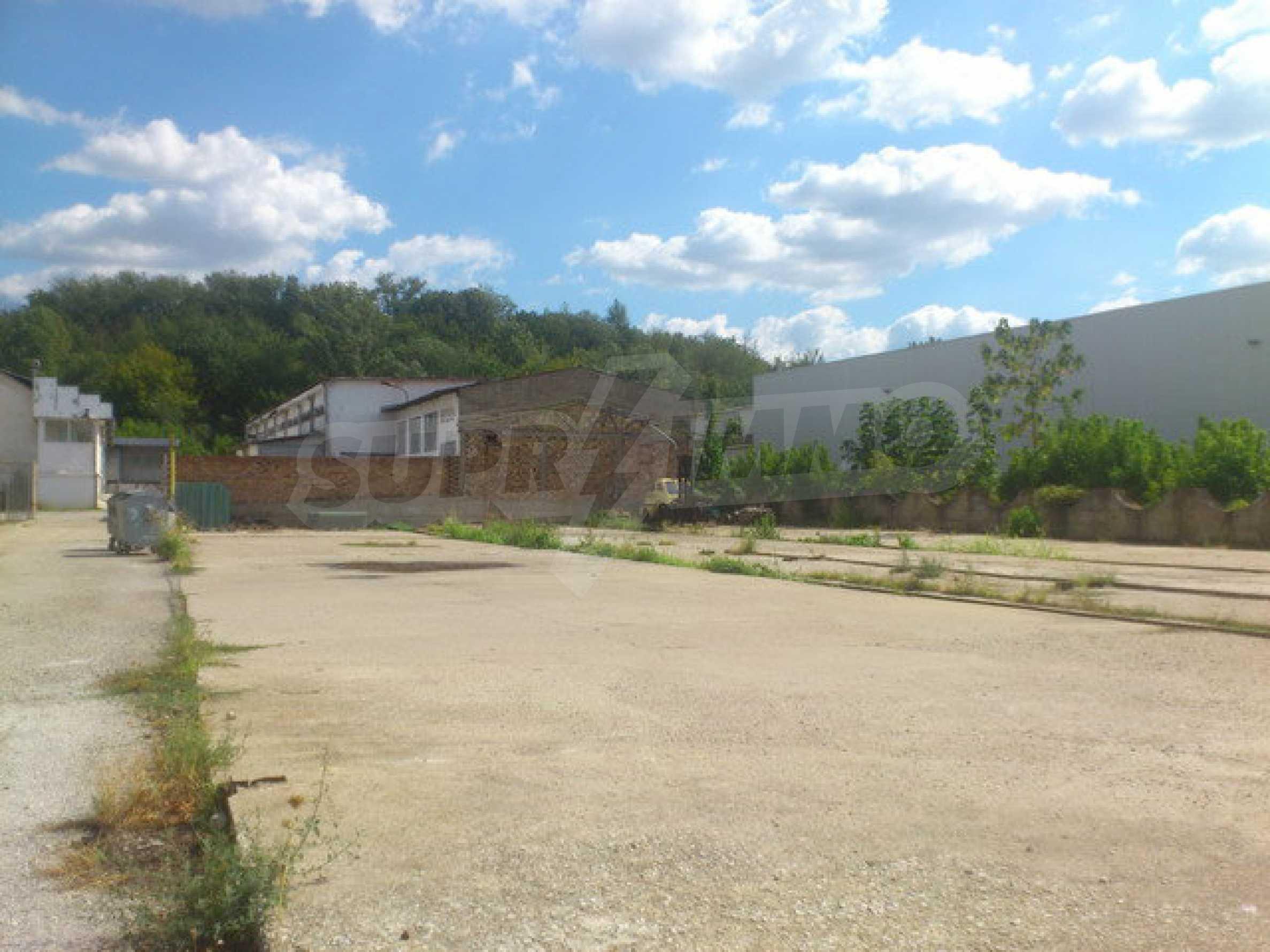 Ein Grundstück mit einer Halle in einem Industriegebiet von Gorna Oryahovitsa 15