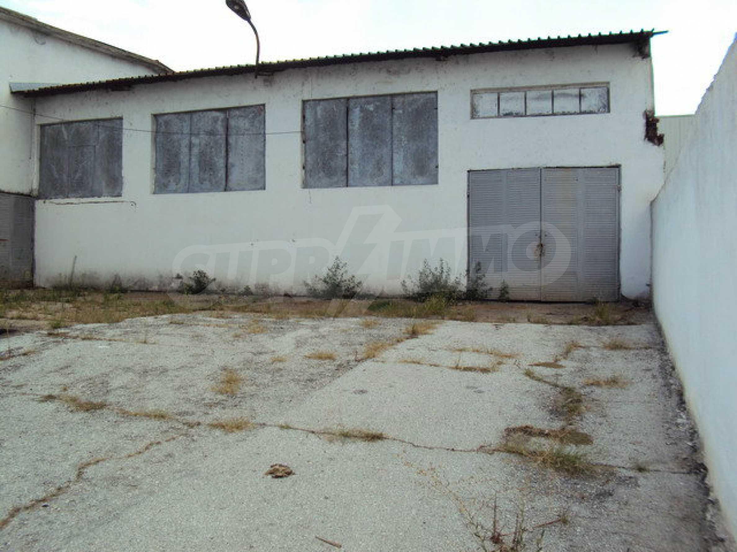 Ein Grundstück mit einer Halle in einem Industriegebiet von Gorna Oryahovitsa 1
