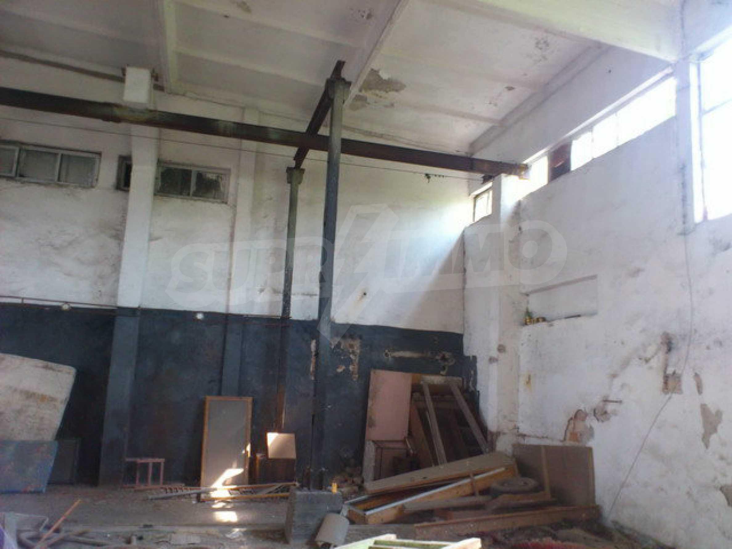 Ein Grundstück mit einer Halle in einem Industriegebiet von Gorna Oryahovitsa 4