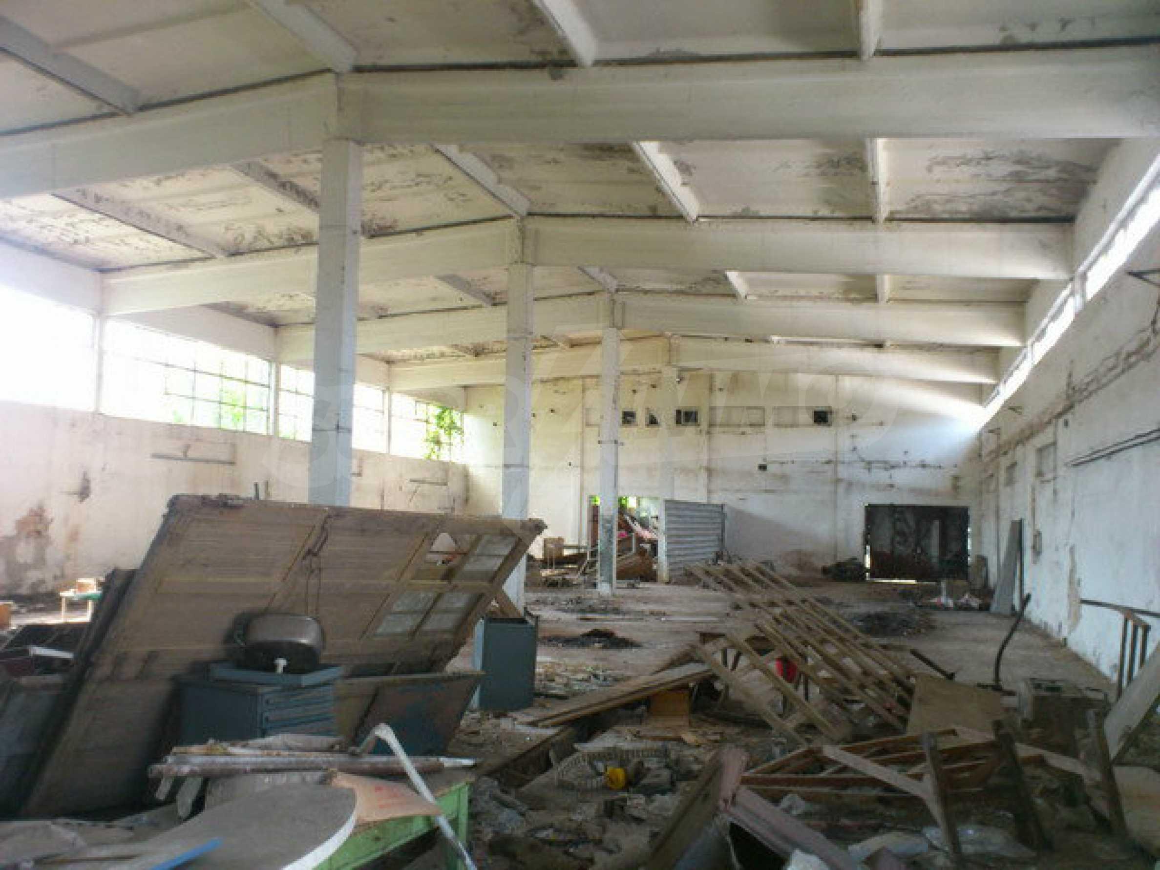 Ein Grundstück mit einer Halle in einem Industriegebiet von Gorna Oryahovitsa 6